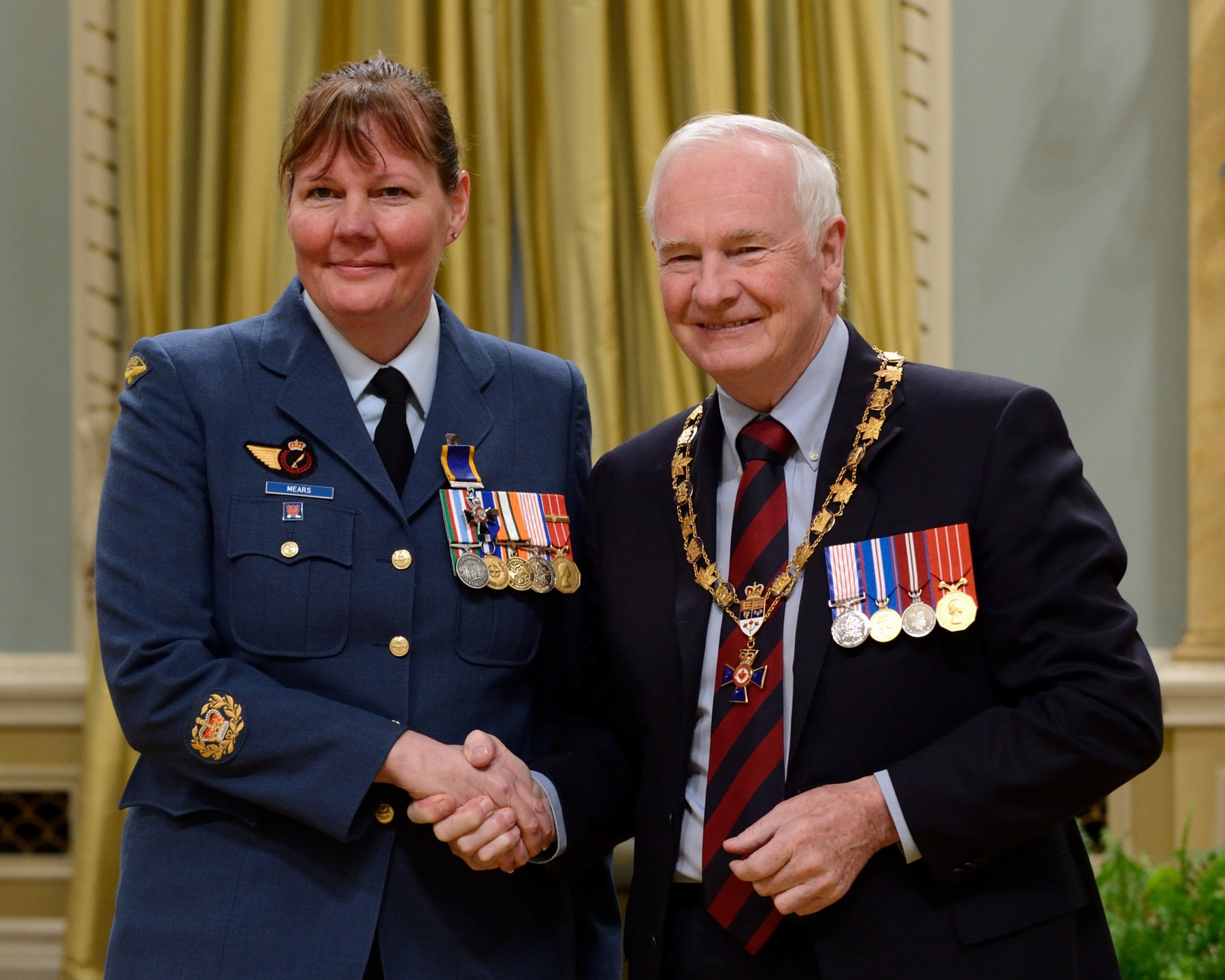 His Excellency presented the Order of Military Merit at the Member level (M.M.M.) to Master Warrant Officer Patricia-Joanne Mears, M.M.M., C.D., 19 Wing (Lazo, B.C.).