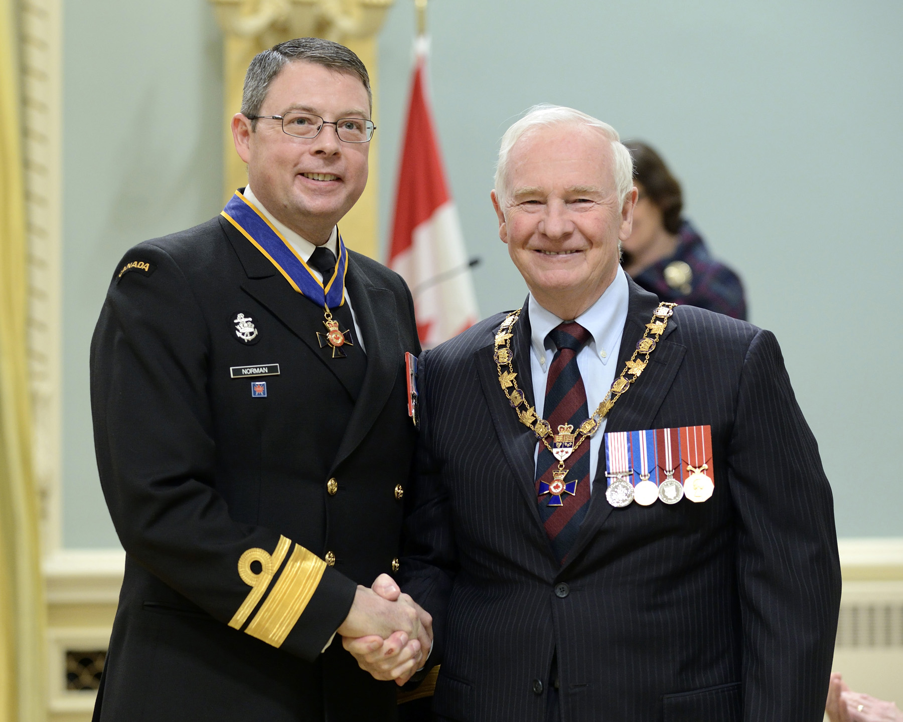 His Excellency presented the Order of Military Merit at the Commander level (C.M.M.) to Rear-Admiral Mark Norman, C.M.M., C.D., Office of the Chief of the Naval Staff (Ottawa, Ont.).