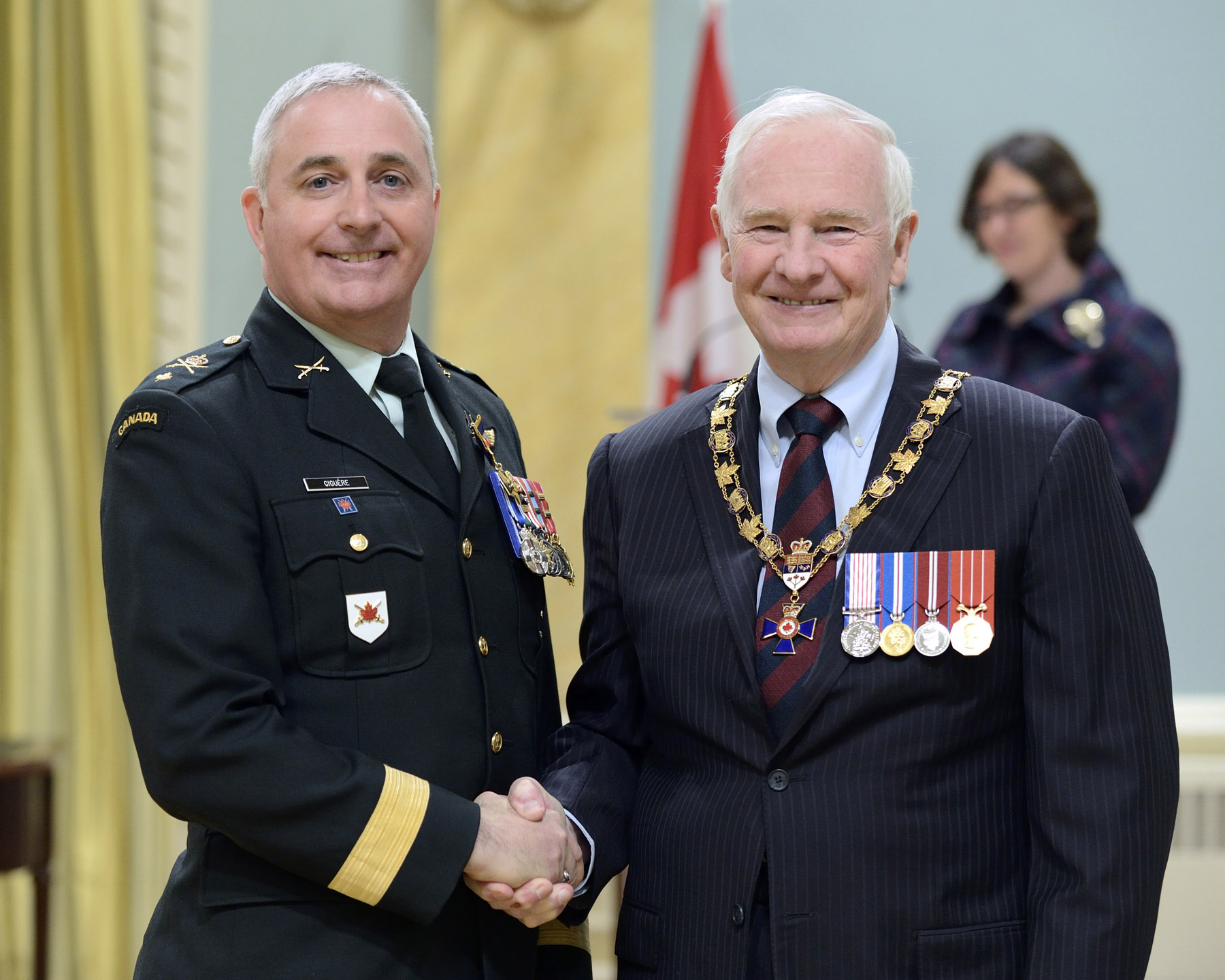 His Excellency presented the Order of Military Merit at the Officer level (O.M.M.) to Brigadier-General Richard Giguère, O.M.M., M.S.M., C.D., Land Force Quebec Area Headquarters (Montréal, Que.)
