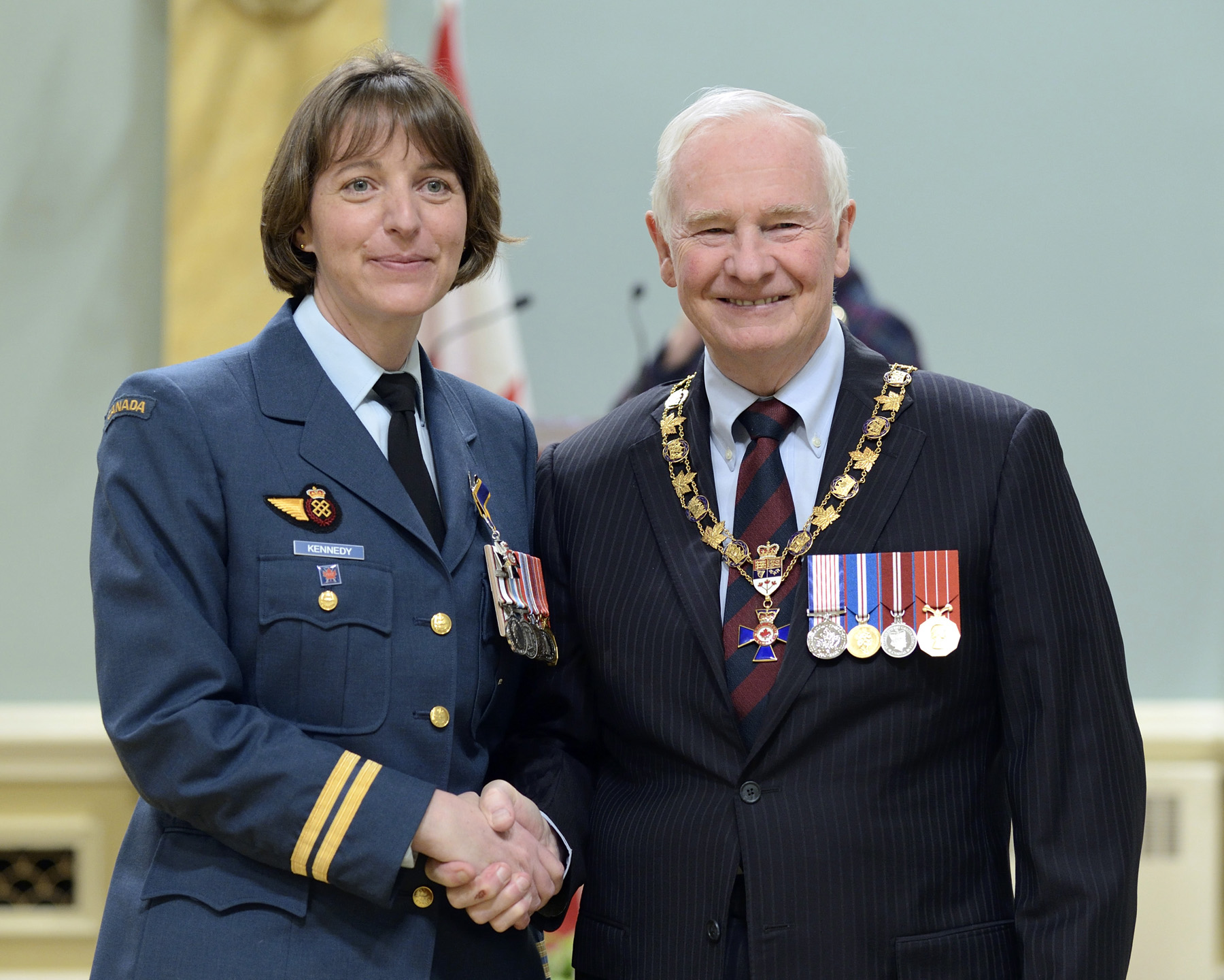 His Excellency presented the Order of Military Merit at the Member level (M.M.M.) to Captain Jennifer Kennedy, M.M.M., C.D., 8 Wing (Astra, Ont.).