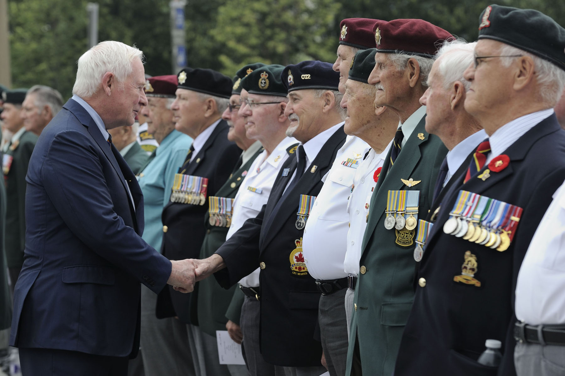 During the ceremony, the Governor General inspected the ranks of veterans. On June 25, 1950, armed forces from North Korea crossed the 38th parallel into the Republic of Korea, marking the beginning of hostilities throughout the country. More than 26,000 Canadian men and women joined combat forces from 15 other United Nations countries sent to Korea to restore peace.