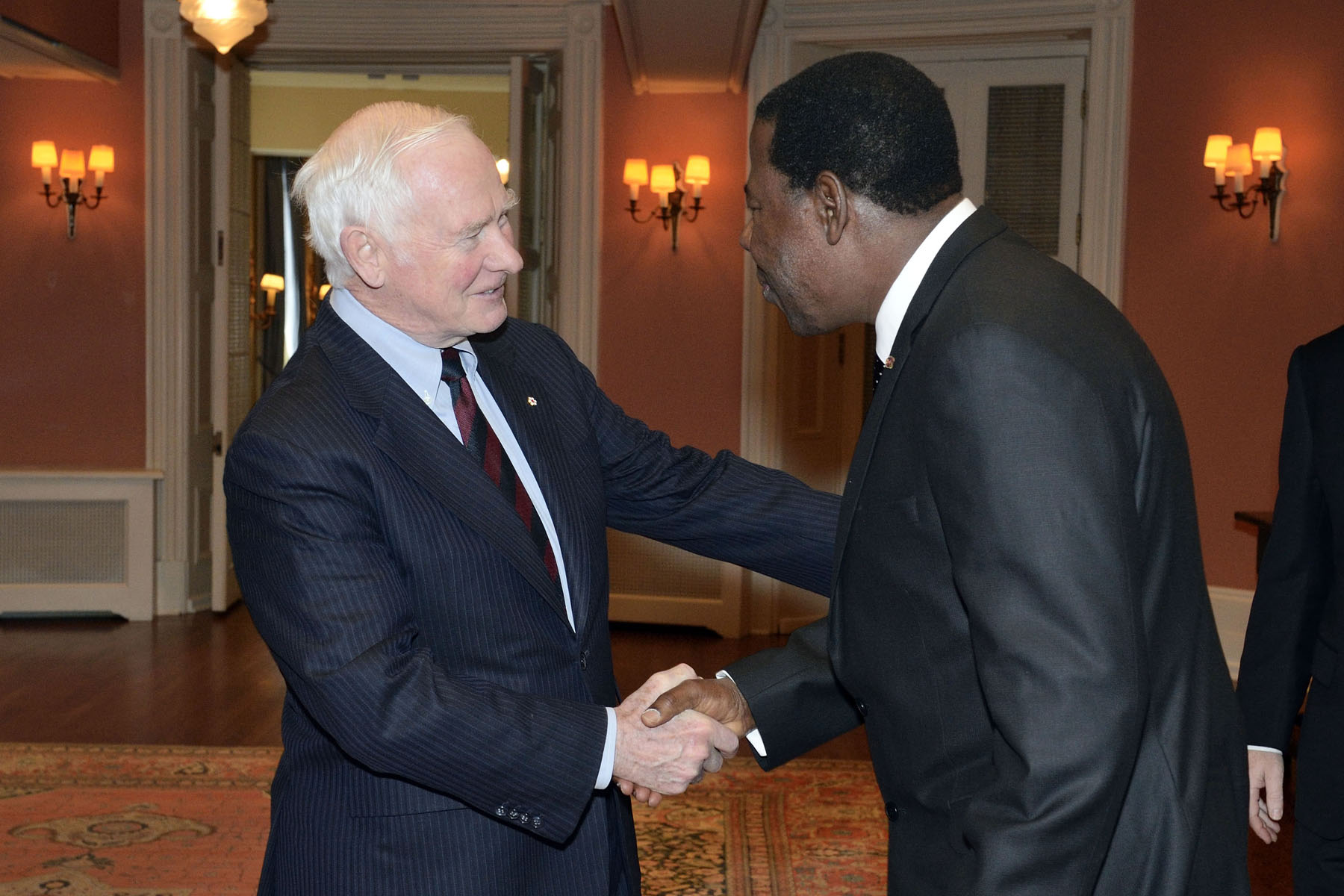 His Excellency the Right Honourable David Johnston, Governor General of Canada, welcomed His Excellency Dr. Boni Yayi, President of the Republic of Benin, to Rideau Hall, for a courtesy call on Wednesday, January 9, 2013.