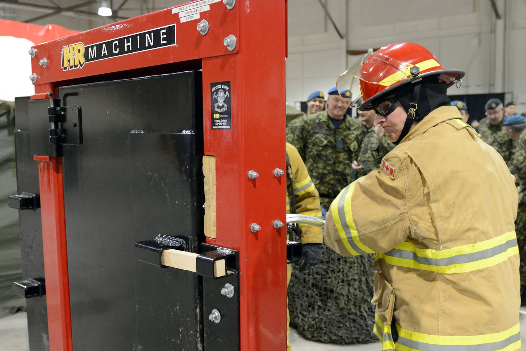 While visiting the Canadian Forces Fire and CBRN Academy, His Excellency participated in a training exercise.