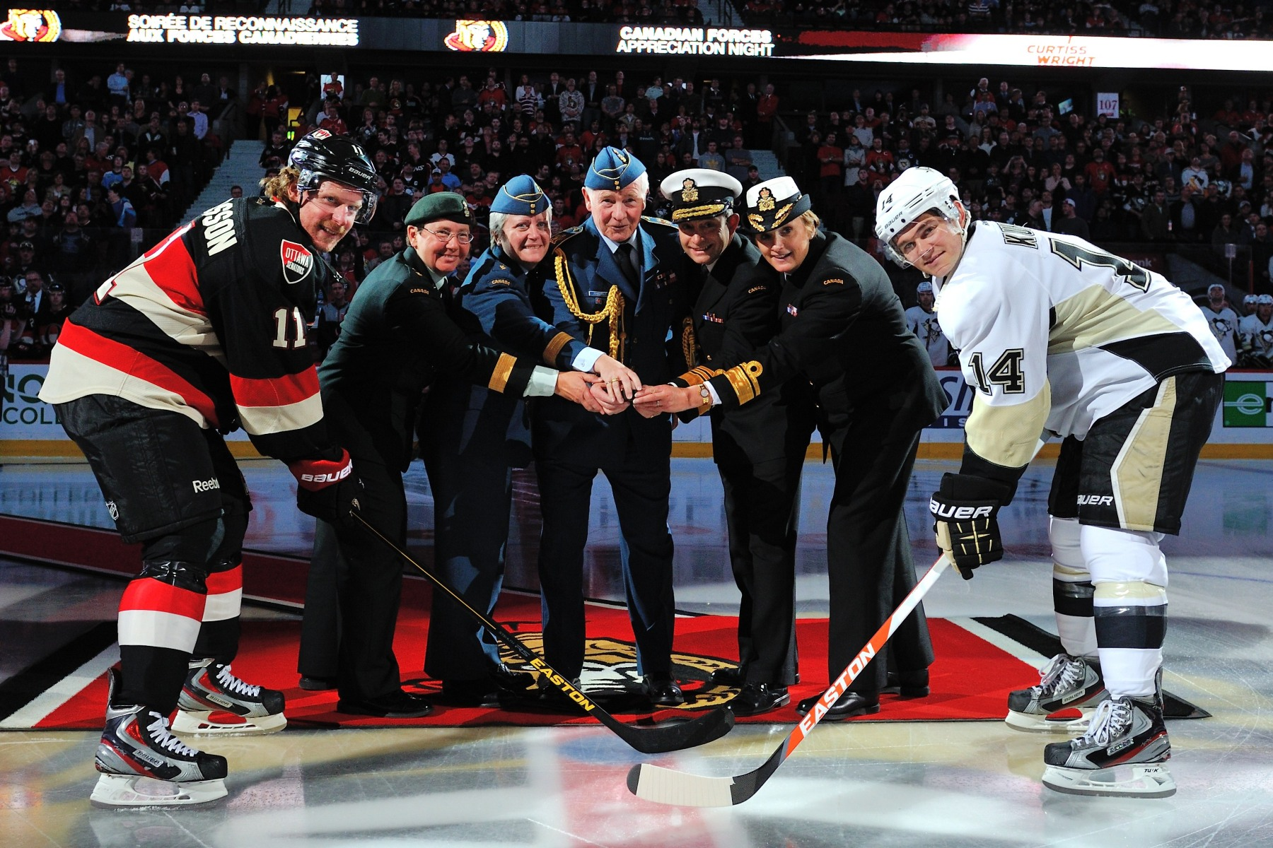 On this occasion, His Excellency, as Commander-in-Chief, participated in the ceremonial puck drop at the beginning of the Ottawa Senators' game against the Pittsburgh Penguins. 