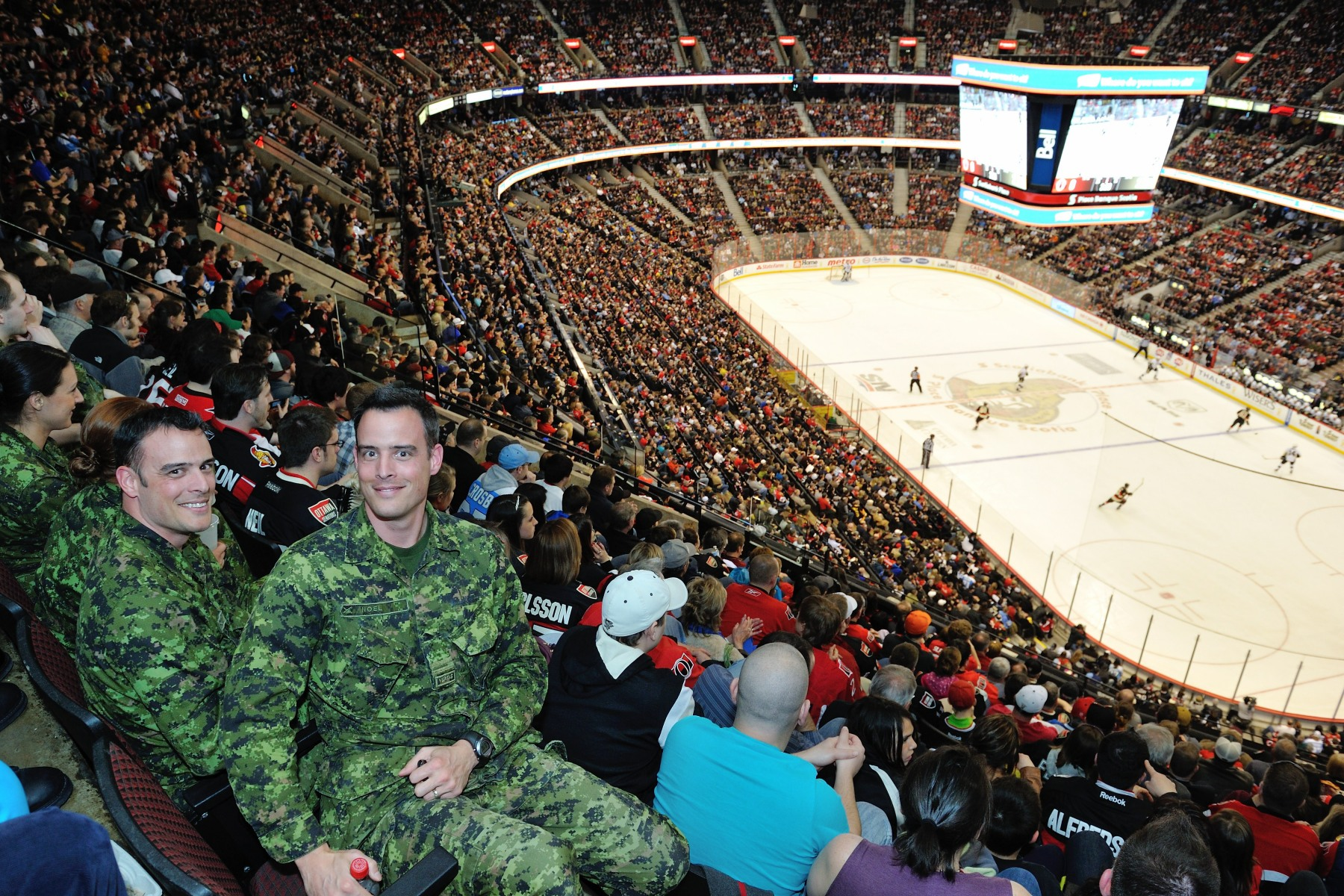 Lieutenant Mark Noël (Royal 22e Régiment) and Captain Dennis Noël (Public Affairs Officer) were among those who attended the game.