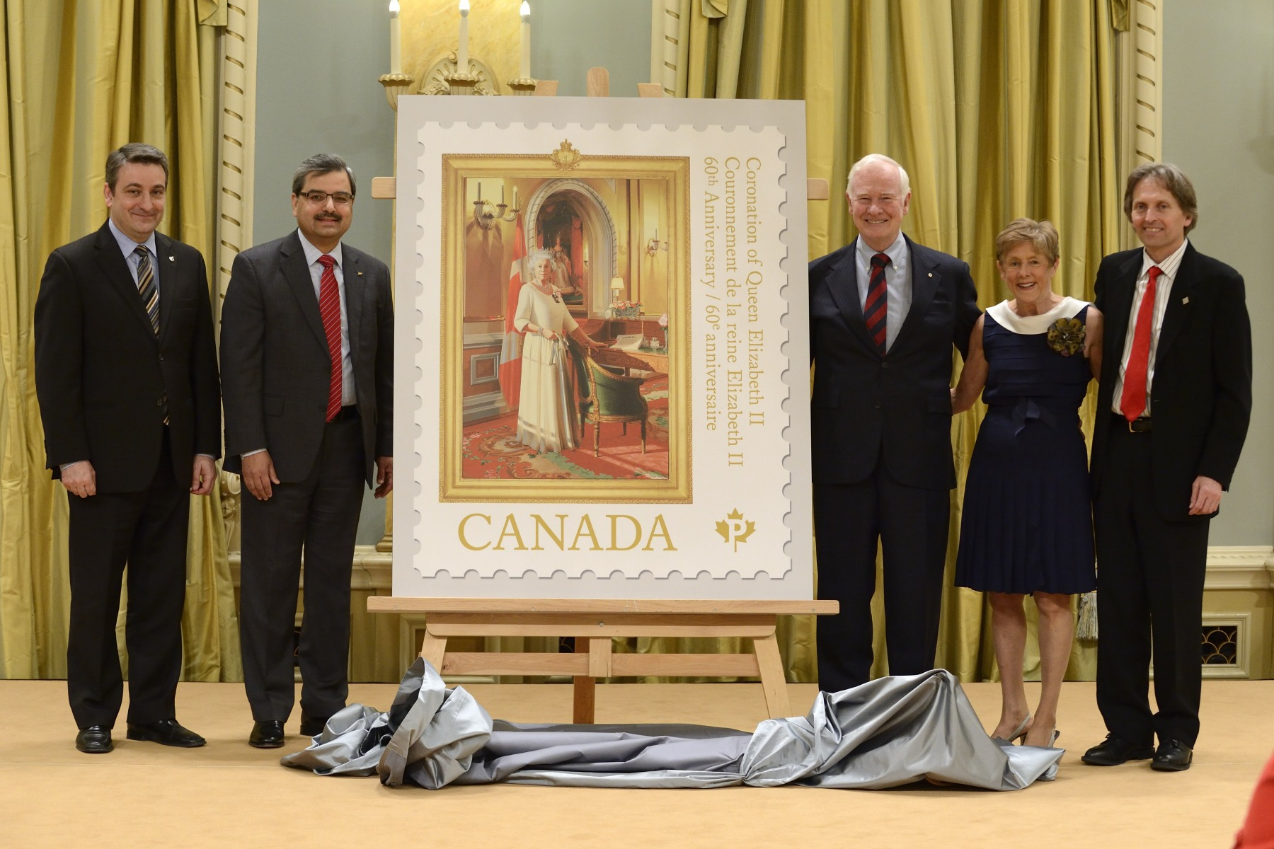 The portrait featured on the stamp was painted by Canadian artist Phil Richards (far right) on the occasion of Her Majesty's Diamond Jubilee. Officially unveiled by Her Majesty at Buckingham Palace on June 6, 2012, it is a contemporary representation of Her Majesty and a symbol of her presence in the governor general's official residence and workplace. Now installed in the Ballroom at Rideau Hall, the public can view the portrait during tours and official events at the residence.