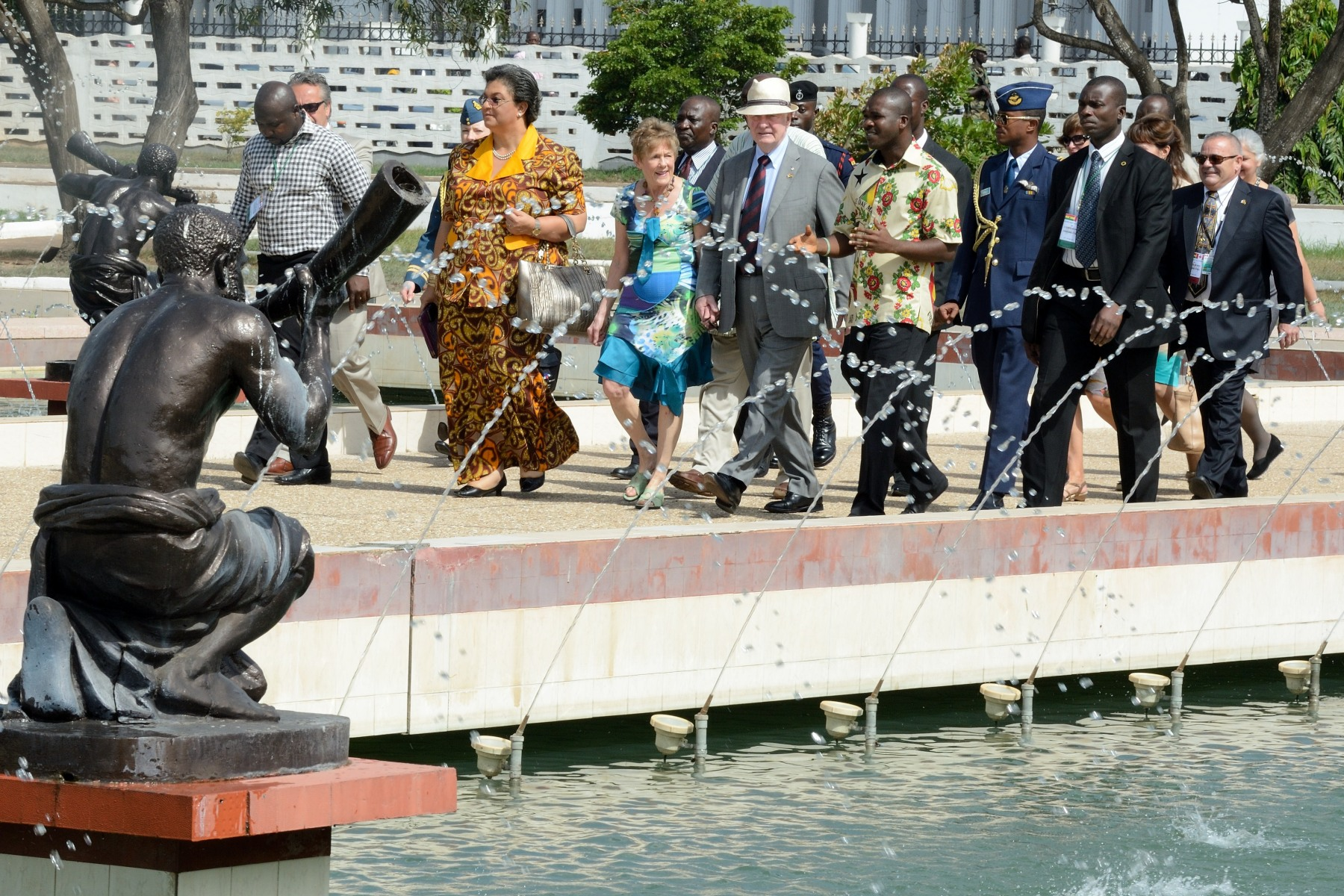 On the morning of May 14, Their Excellencies arrived at Kwame Nkrumah Memorial Park for a wreath-laying ceremony.
