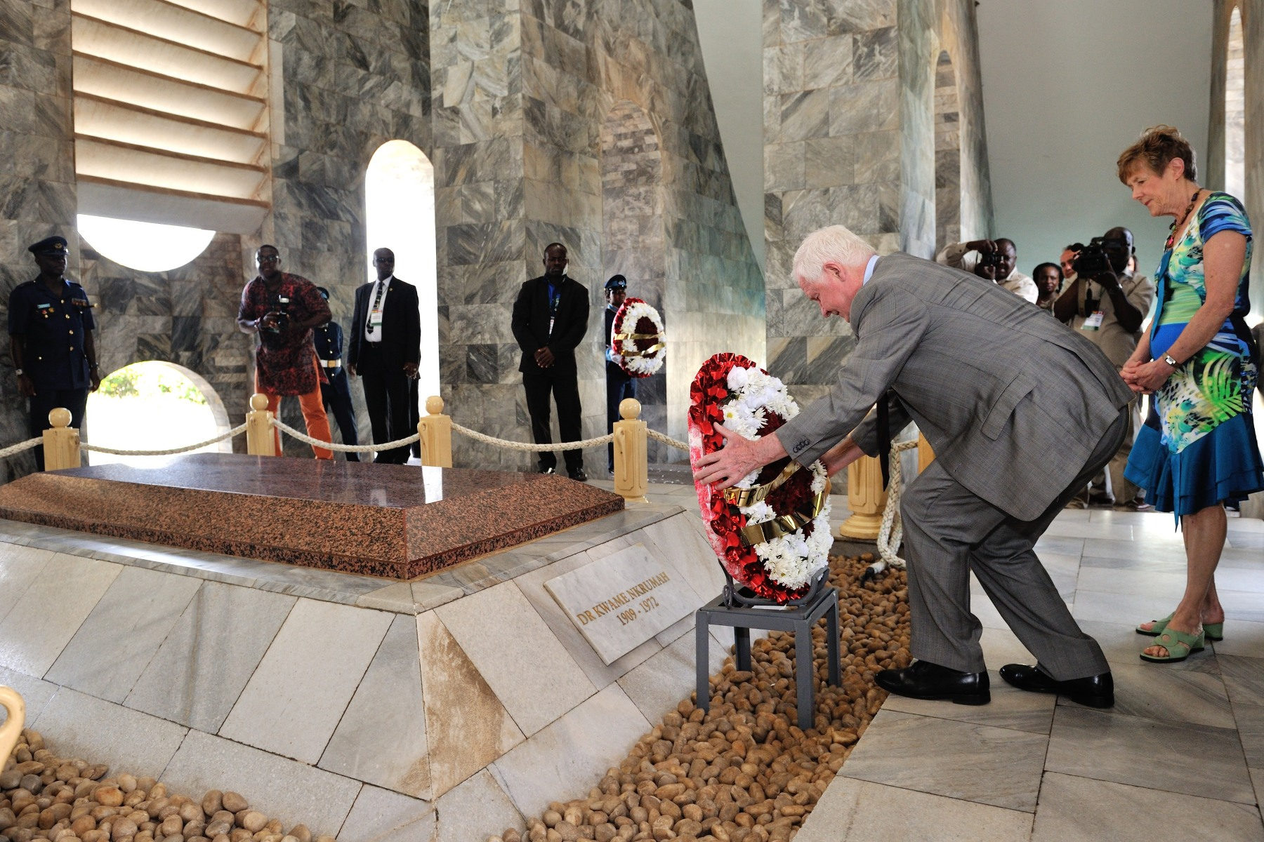 Their Excellencies laid wreaths on the tombs of the late president and his wife, Fathia Nkrumah.