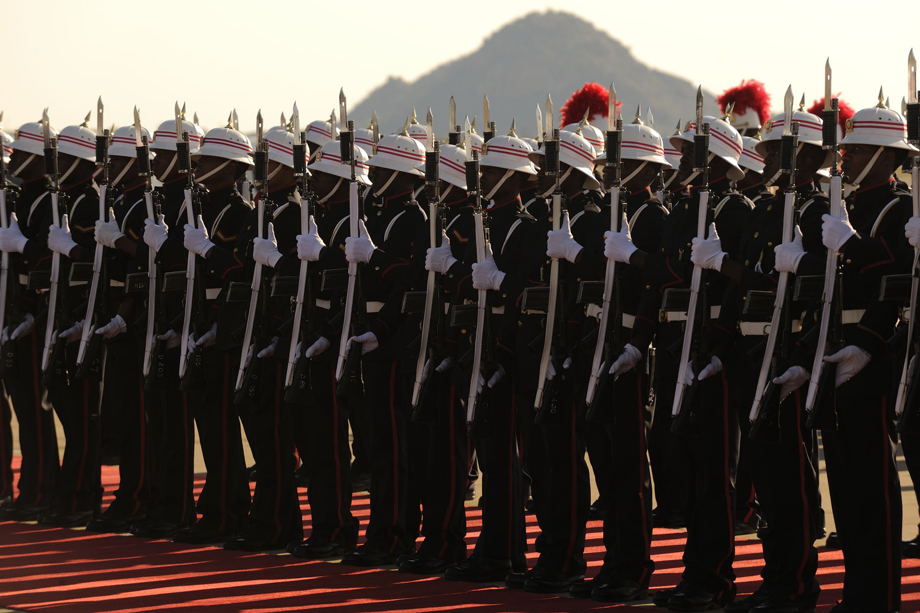 During the ceremony, the Governor General inspected the guard of honour and received a 21-gun salute.