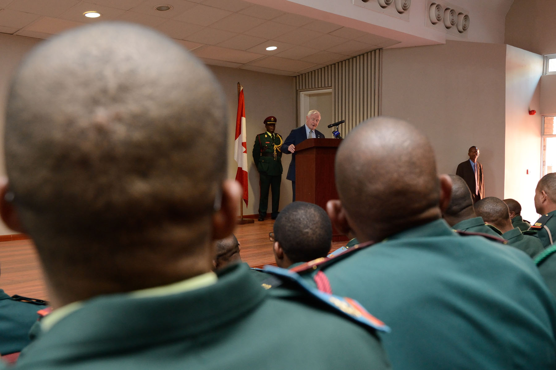 As commander-in-chief of Canada, His Excellency visited the Botswana Defence Force Staff College to see how Canada and Botswana have developed strong defence relations through Canada's Military Training and Co-operation Program.