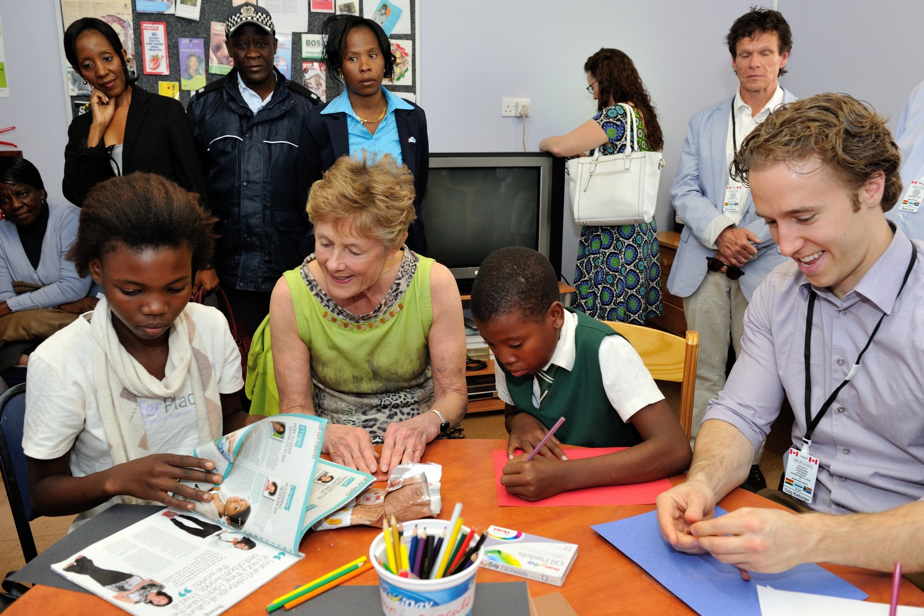 Along with Craig Kielburger, Co-Founder and Ambassador for Free the Children, Her Excellency had the opportunity to participate in after-school activities and engage with youth who benefit from the program.
