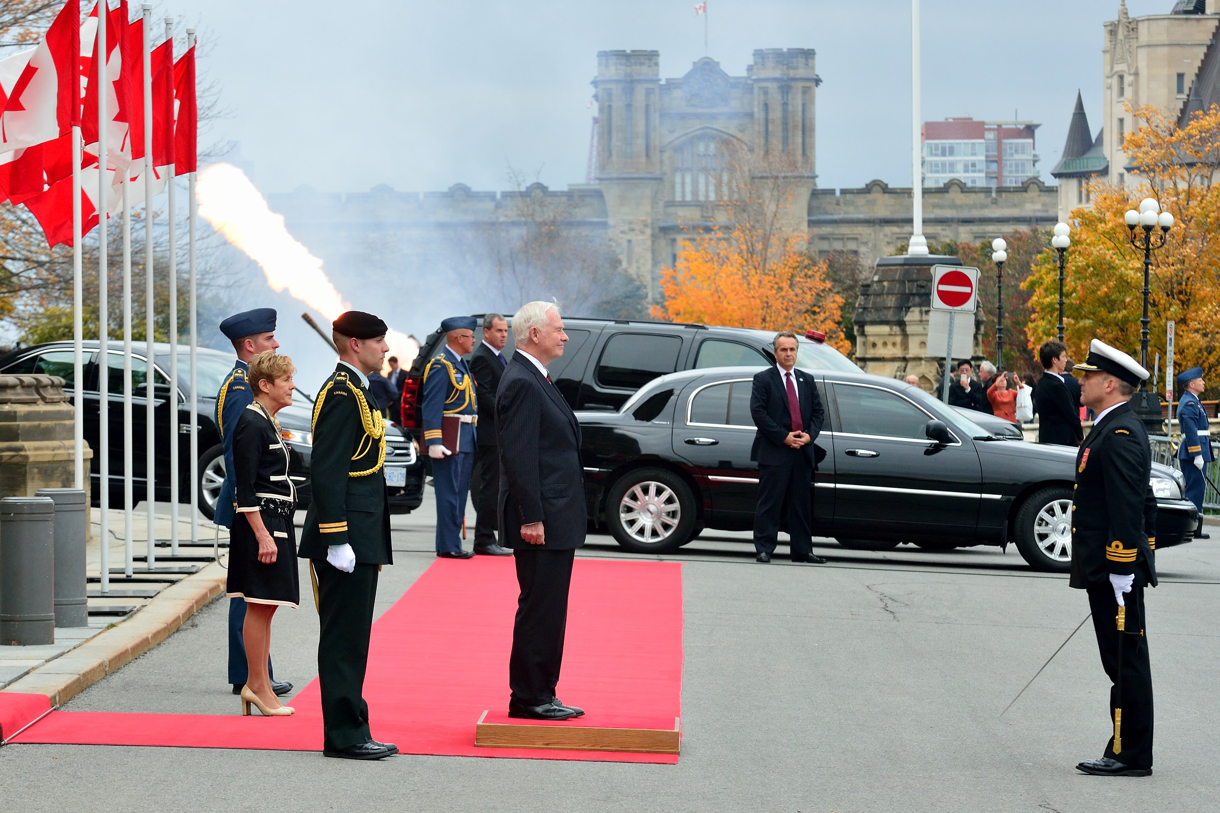 His Excellency the Right Honourable David Johnston, Governor General of Canada, receives the Royal Salute on the occasion of the Speech from the Throne held on October 16, 2013.