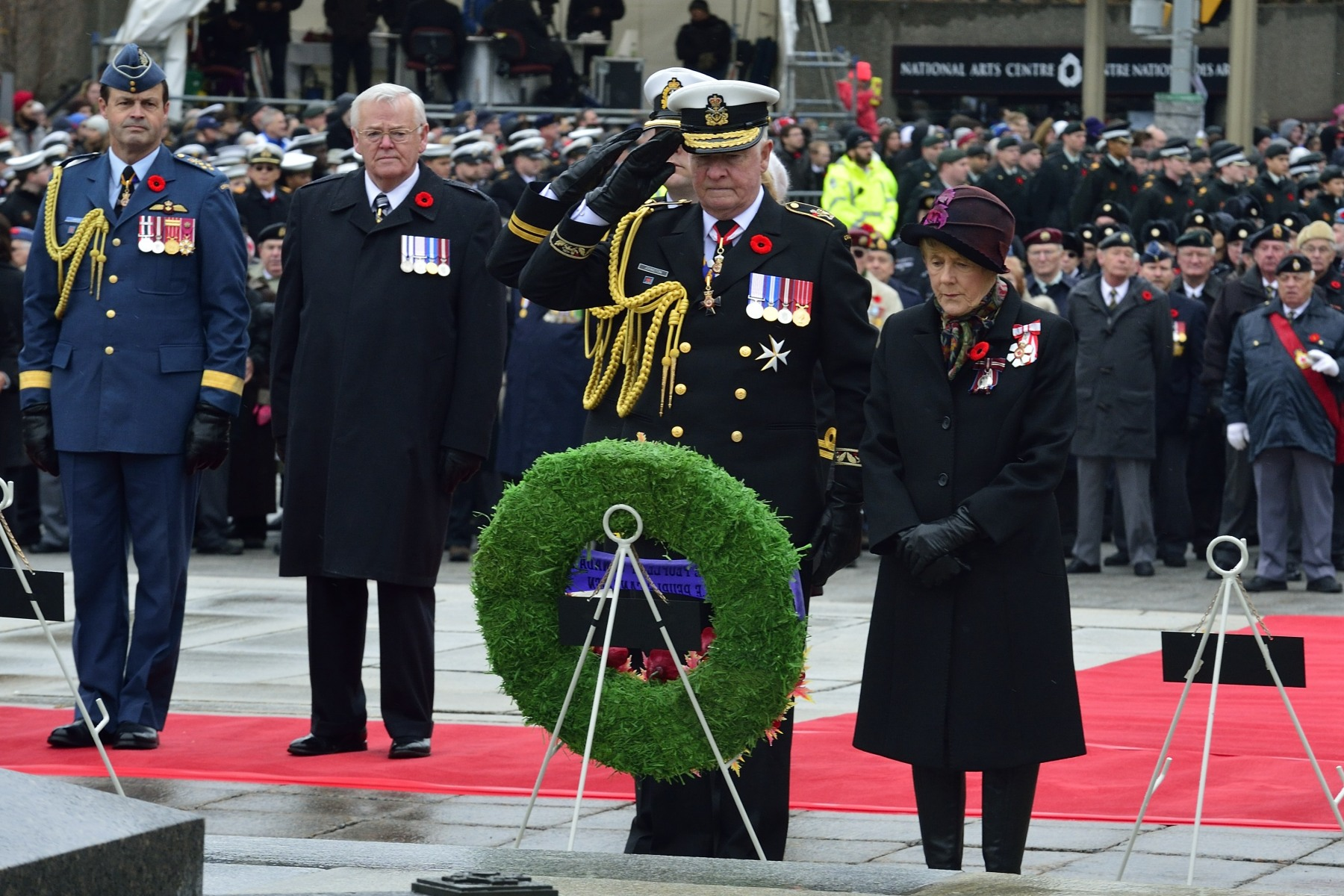 Their Excellencies laid a wreath at the Tomb of the Unknow Soldier, on behalf of the people of Canada.