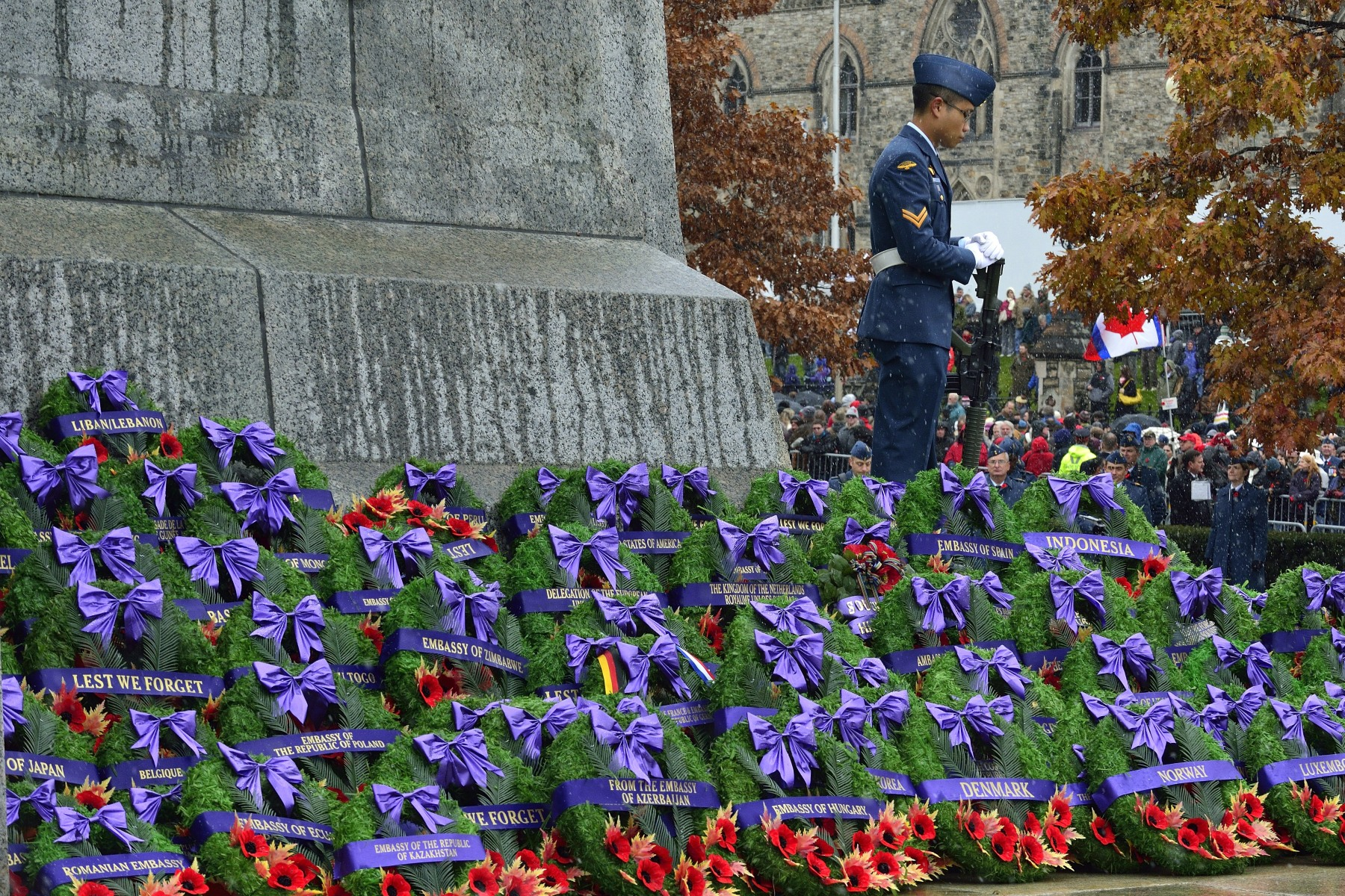 Each year, in addition to dignitaries, parliamentarians and military officials, various groups, organisations ans individuals also lay wreath to never forget.