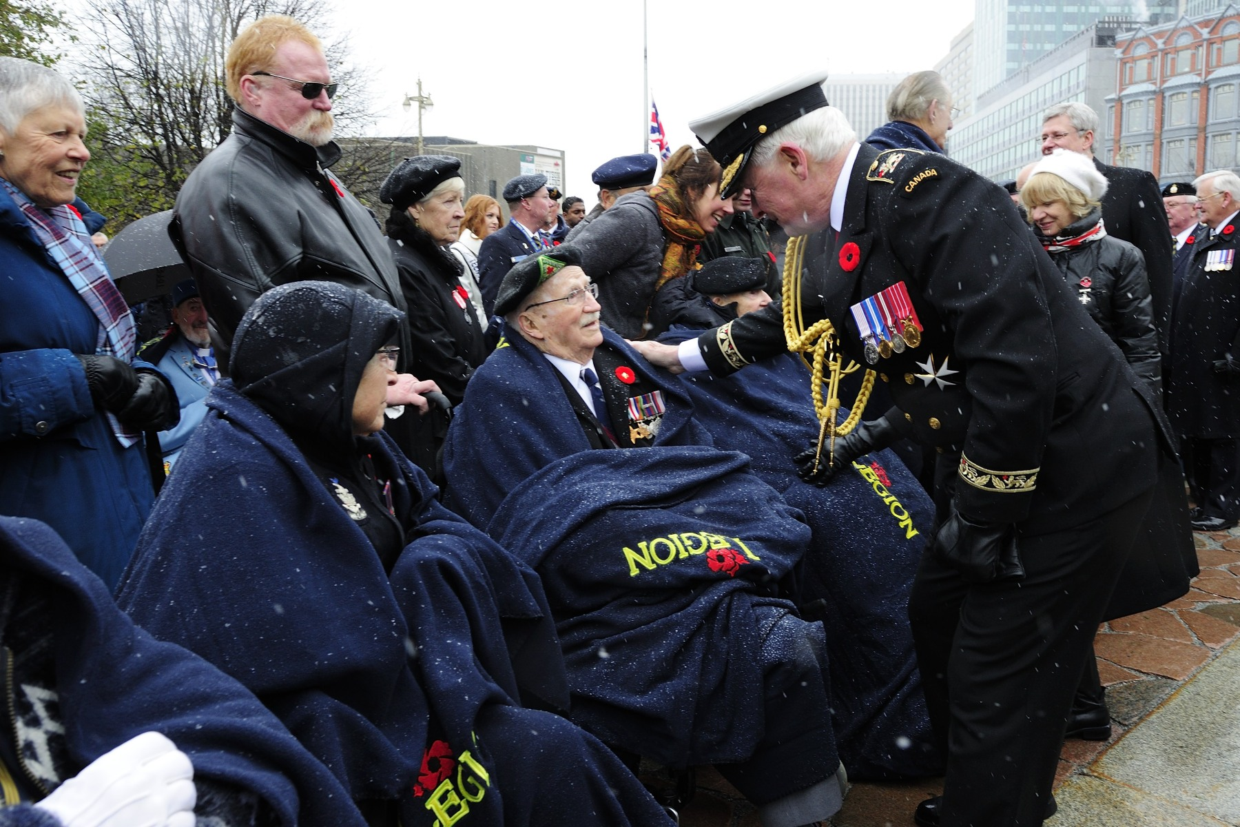 The Governor General had the opportunity to speak with some of the veterans attending the ceremony.