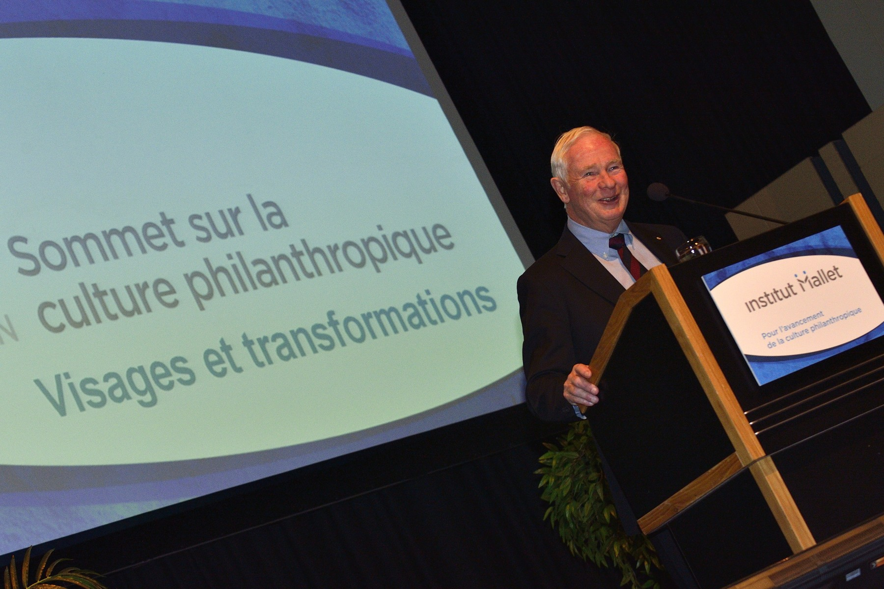 His Excellency the Right Honourable David Johnston, Governor General of Canada, delivered an address at the Sommet sur la culture philanthropique [Philanthropic Culture Summit] on Wednesday, November 13, 2013. At the breakfast meeting, he shared his vision of philanthropy in Canada and talked about the importance of giving, to managers, administrators, practitioners and people actively involved in a variety of philanthropic culture practices.