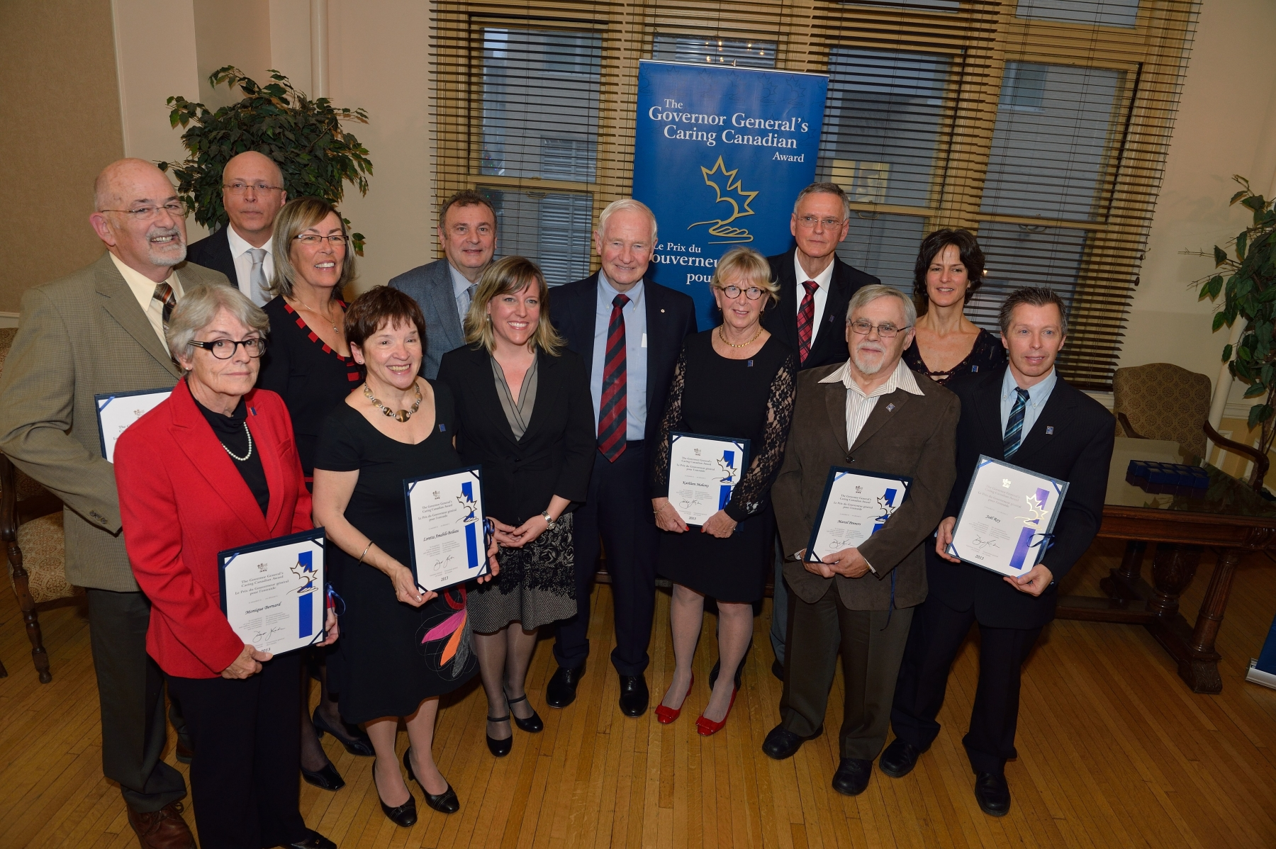 On November 26, 2013, His Excellency was at the Centre hospitalier de l'Université de Montréal to present the Governor General's Caring Canadian Award to 10 volunteers of the PalliAmi Foundation working alongside end-of-life patients at the Palliative Care Unit of Hôpital Notre-Dame.