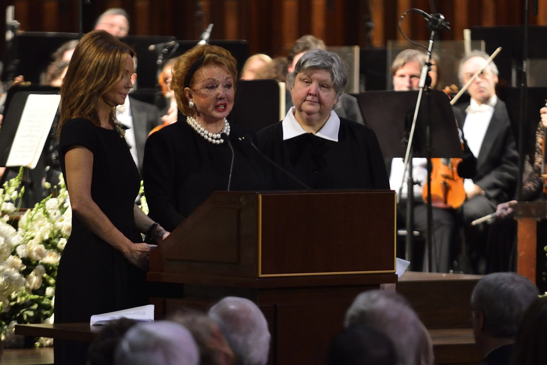 Jacqueline Desmarais (centre), wife of Paul G. Desmarais, was accompanied by her daughters Sophie (left) and Louise (right) for the family eulogy.