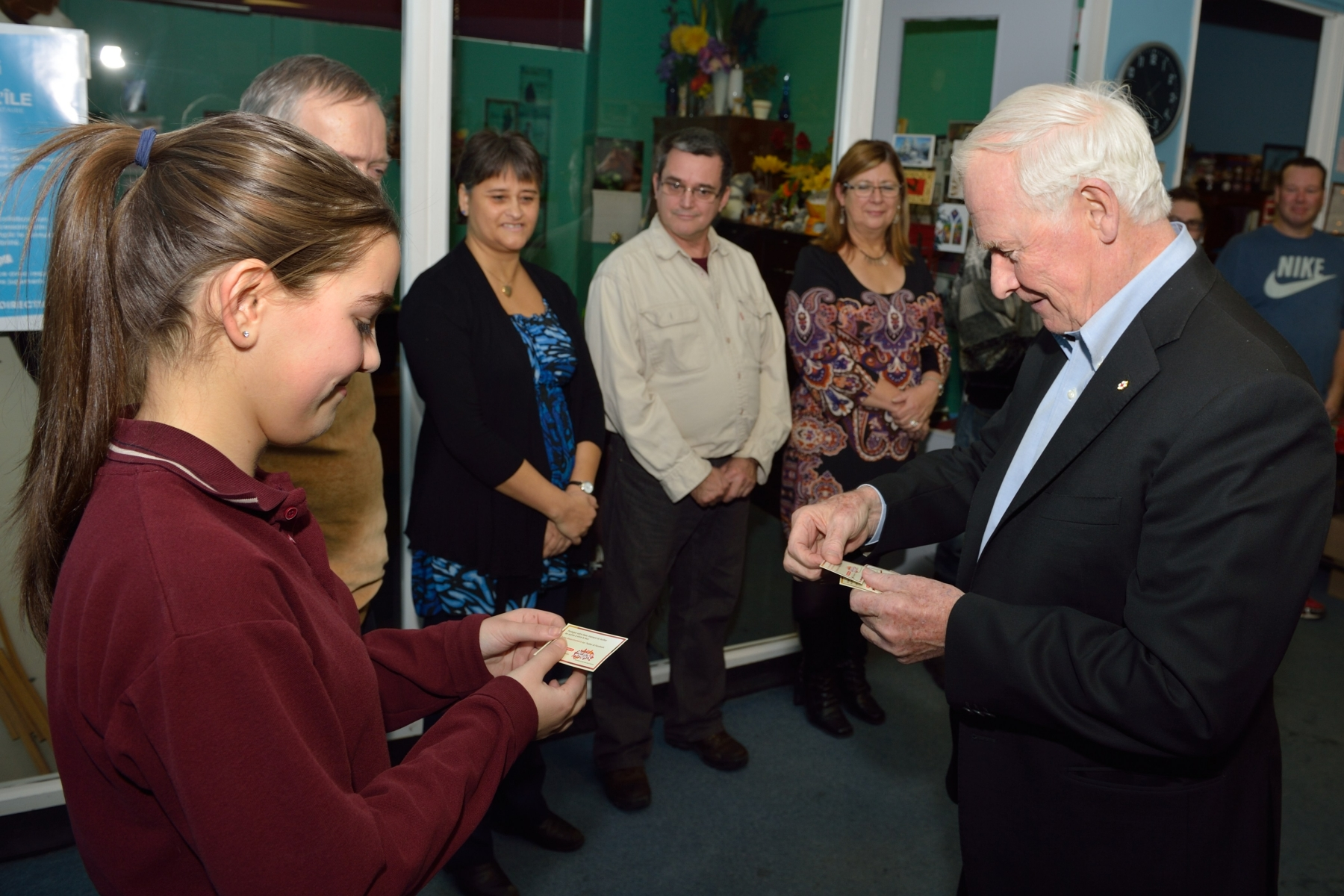 On December 11, 2013, His Excellency visited La Manne de l'île Food Bank, in Gatineau, Quebec.