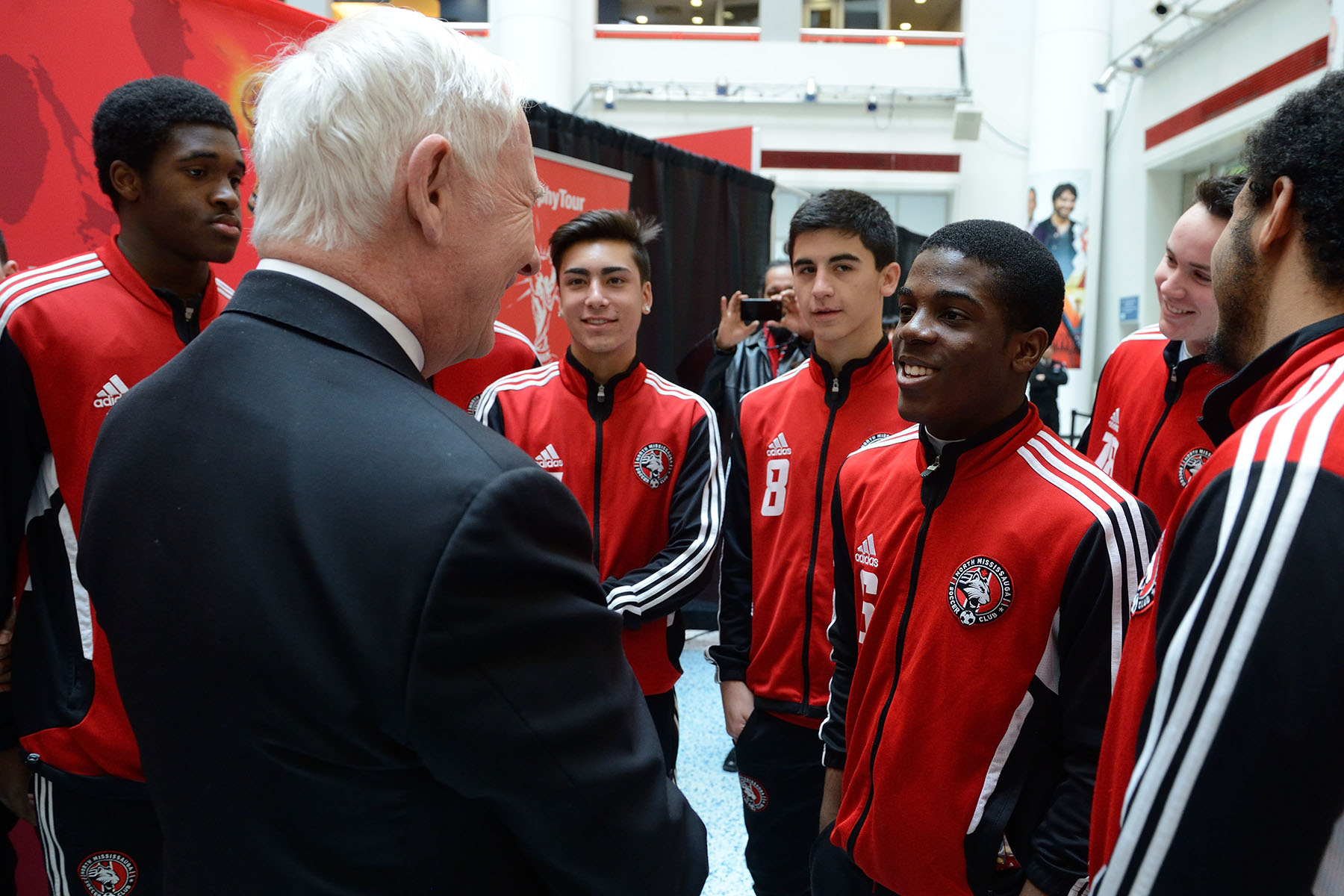 On this occasion, His Excellency also had the chance to meet the Mississauga Falcons men's U-17 soccer team.