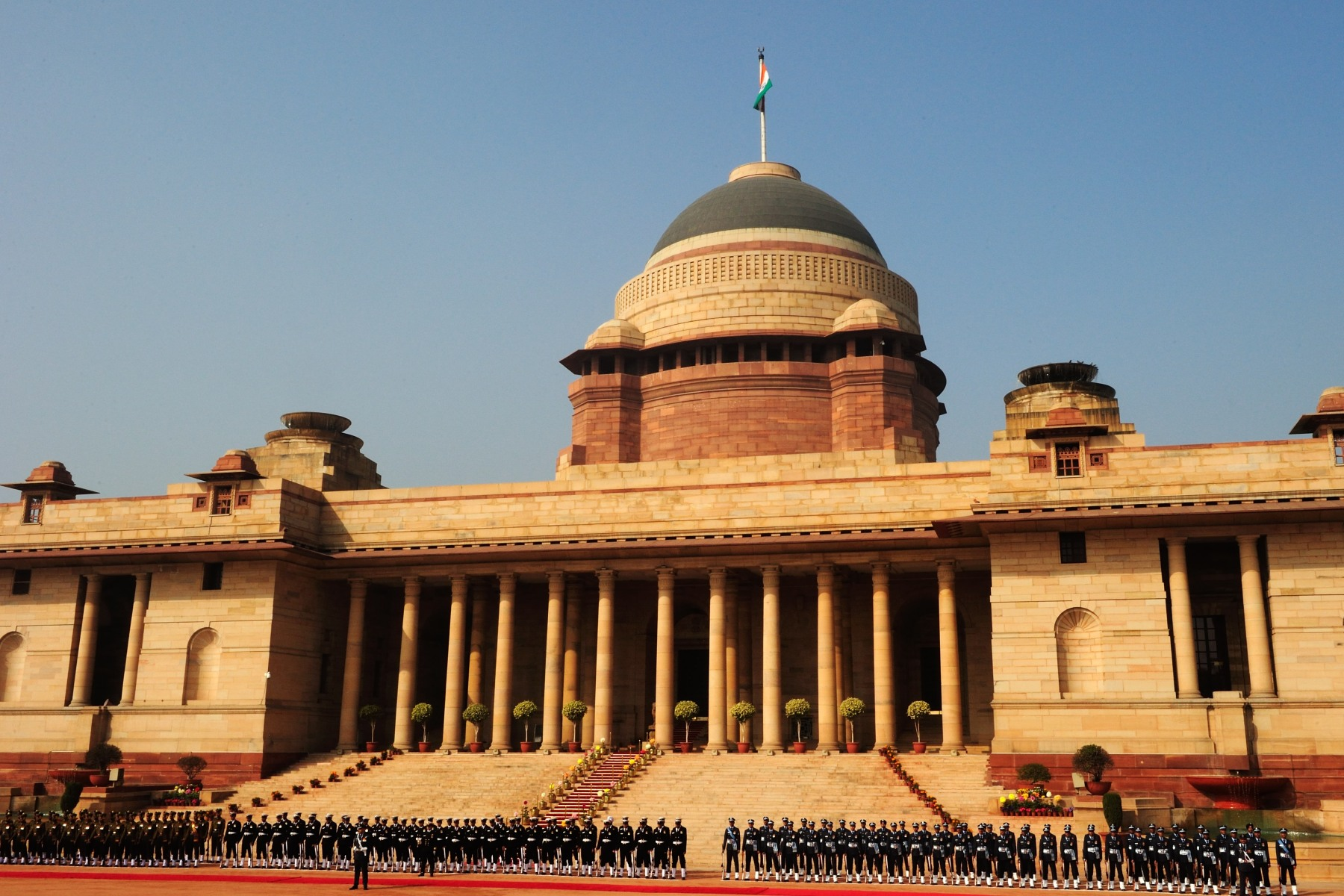 Upon their arrival in the capital city of New Delhi, Their Excellencies were officially welcomed during a military ceremony at Rashtrapati Bhavan.