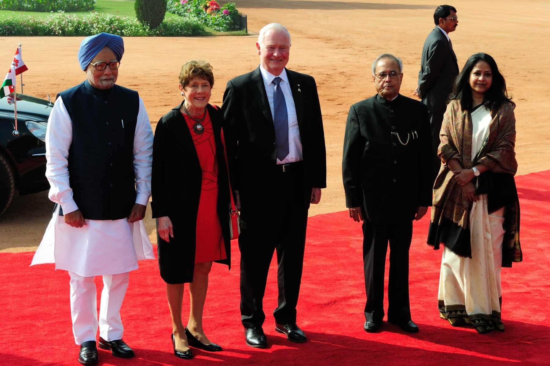 Their Excellencies were welcomed by His Excellency the Honourable Shri Pranab Mukherjee, President of India (right), and His Excellency the Honourable Manmohan Singh, Prime Minister of India (left).