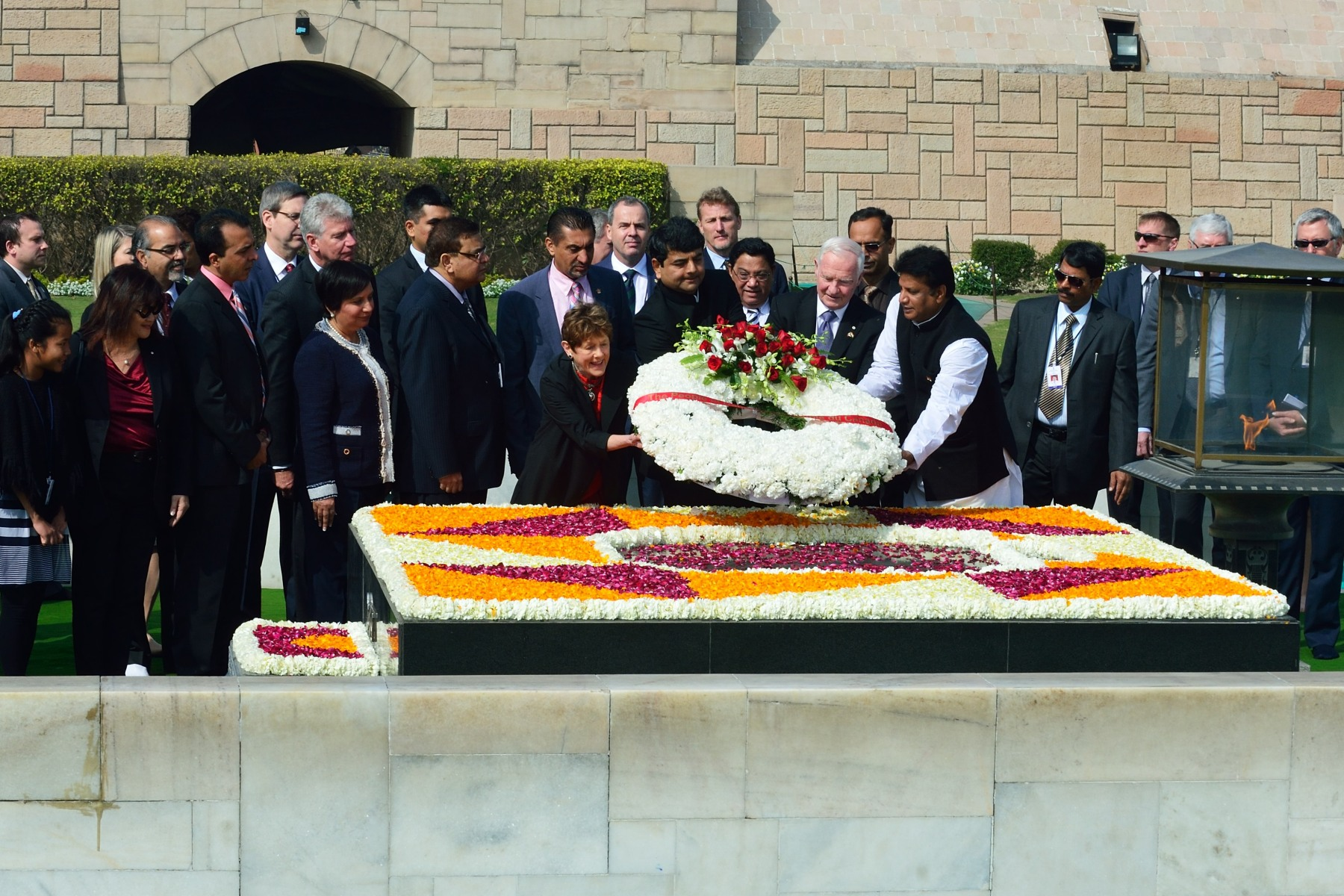 Afterwards, Their Excellencies layed a wreath on behalf of the people of Canada at the Samadhi of Mahatma Gandhi (Rajghat), a memorial built in memory of Mahatma Gandhi at the site of his cremation on the western bank of the Yamuna River, on January 31, 1948.