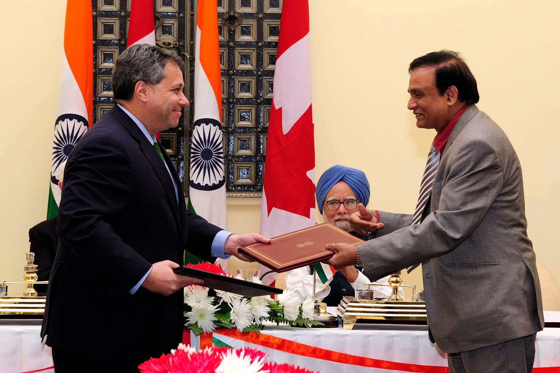 After the meeting, the Prime Minister and the Governor General witnessed the signing of new agreements between Canada and India.