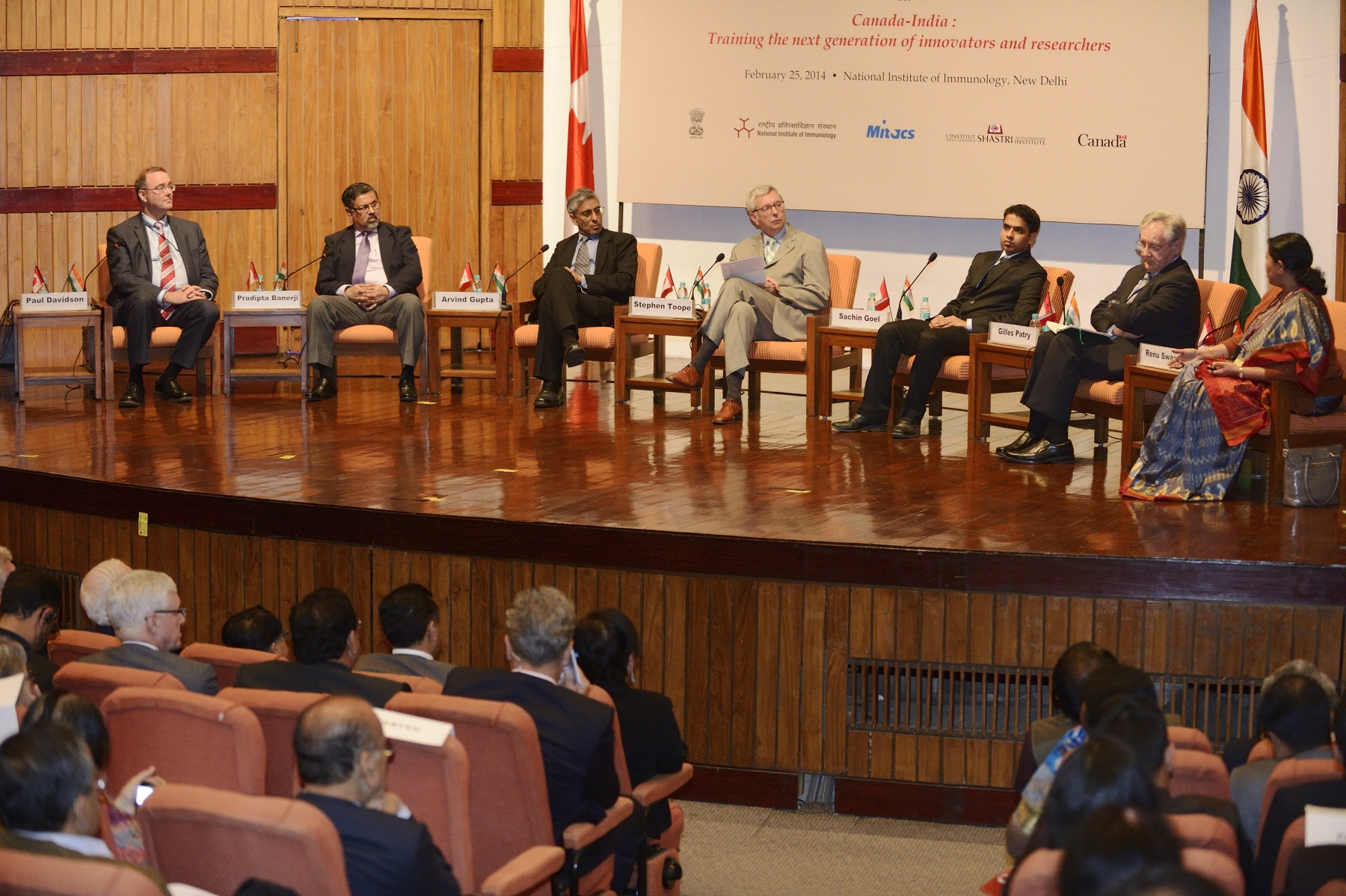A panel discussion and question period with Canadian and Indian experts followed. Both focused on the important next steps needed to train new researchers and scholars, as well as education co-operation and mobility between Canada and India.