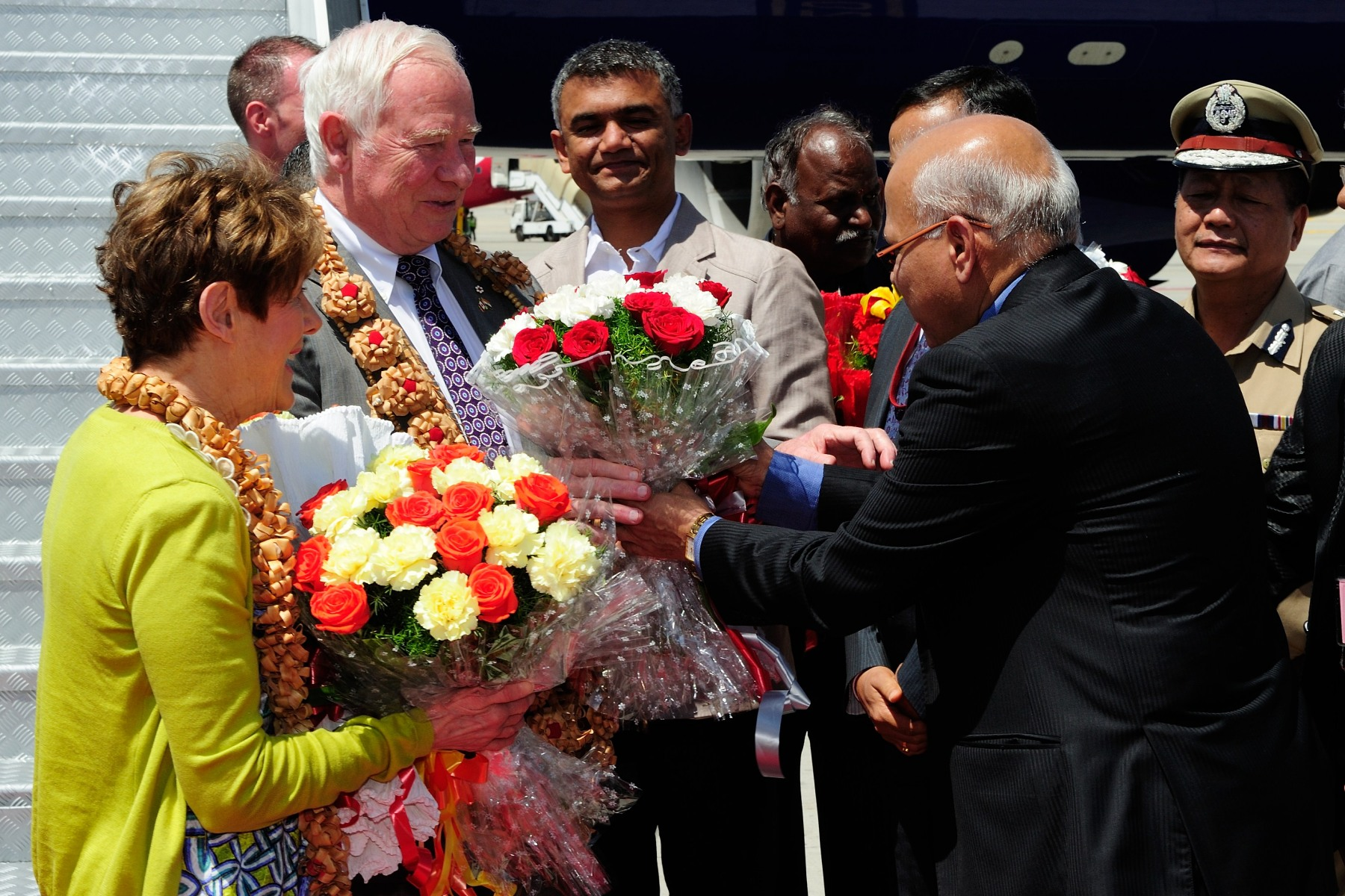 Upon their arrival in Bangalore, Their Excellencies were welcomed by representatives of the Government of Karnataka.
