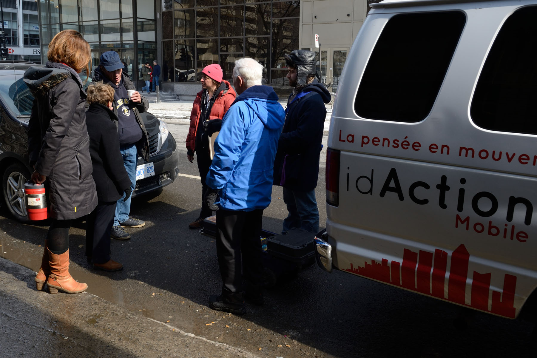 Their Excellencies were invited to hop on the idAction Mobile, a citizen education program caravan for homeless inidividuals living in Montréal.