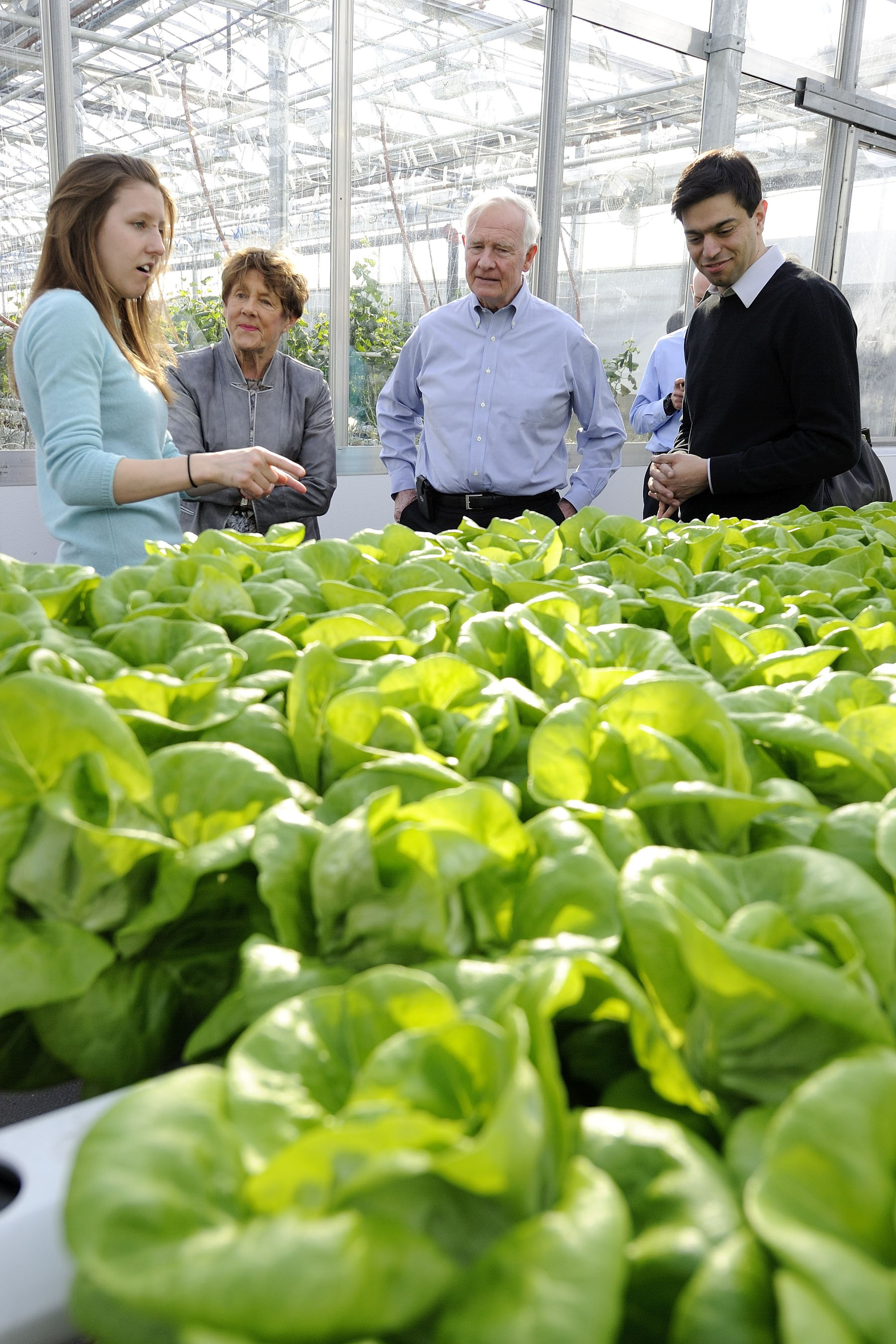 Later that afternoon, Their Excellencies made their way to Lufa Farms, a Quebec-based urban farming enterprise that grows fresh vegetables in greenhouses located in cities and specializes in new agricultural technologies in urban zones.