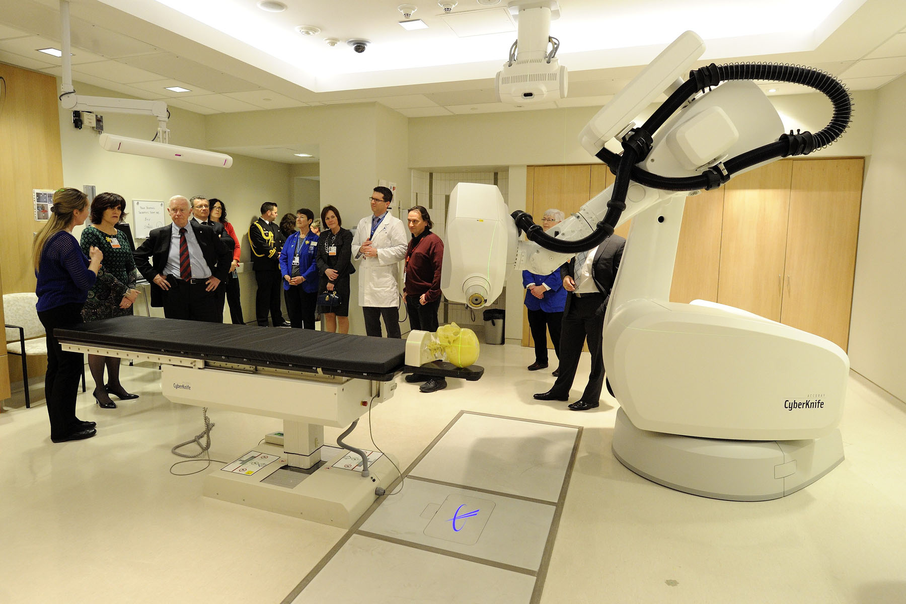The Governor General ended his visit to the Ottawa Hospital at the CyberKnife robotic radiosurgery system.