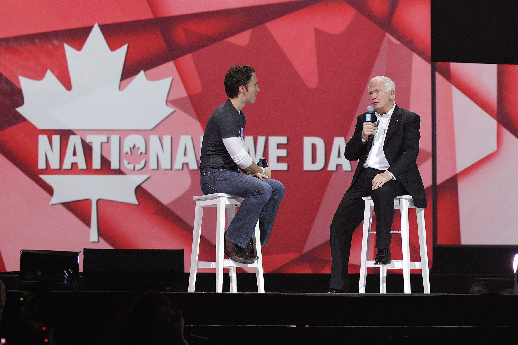 He shared his views on the importance of giving and volunteering in the community during an on-stage conversation with Craig Kielburger, co-founder of Free the Children, before an audience of 16 000 youth and educators.