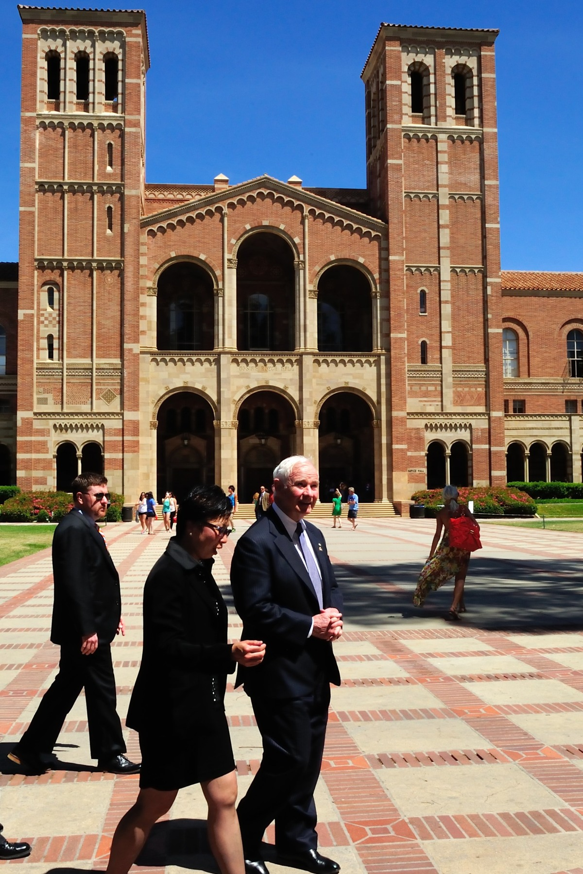 The Governor General joined by Cindy Fan, Vice-Provost of International Studies at UCLA, toured the campus and discussed the university's relationship with Canada. In April 2012, the International Institute, under the leadership of Mrs. Fan, became the permanent administrative home for the Canadian Studies Program.