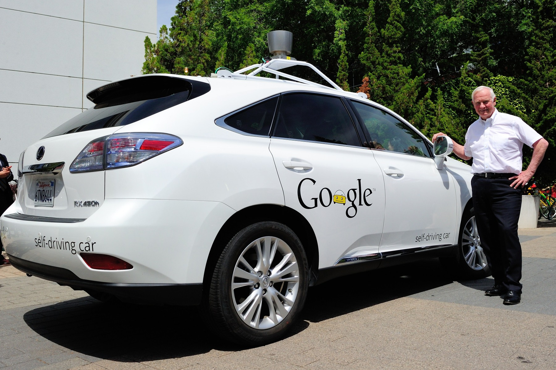 Upon his arrival at the Google Headquarters, the Governor General had the opportunity to see the self-driving car.  He also met with company executives to explore trends in how educational institutions are providing the proper training and producing the right type of employees in the fields of information technology and communication.