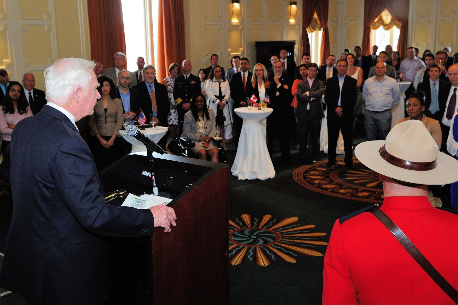The Governor General then delivered remarks before an audience of elected officials from the federal, state and municipal levels; business and community leaders; academics; and Canadians living in California.