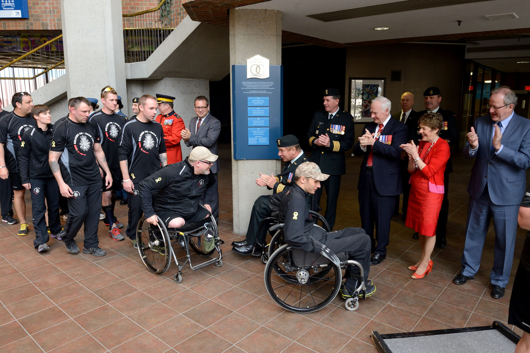 The Governor General and Mrs. Sharon Johnston joined Mr. Daniel Champagne, Gatineau City Councillor, to greet those taking part in the Soldier On Afghanistan Relay (SOAR) upon their arrival in Gatineau.