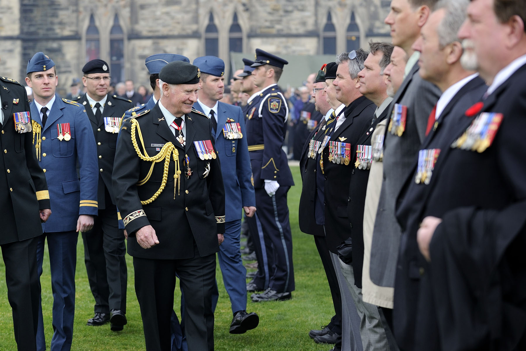 Following the ceremony, His Excellency inspected the National Day Of Honour Parade upon its arrival on Parliament Hill.