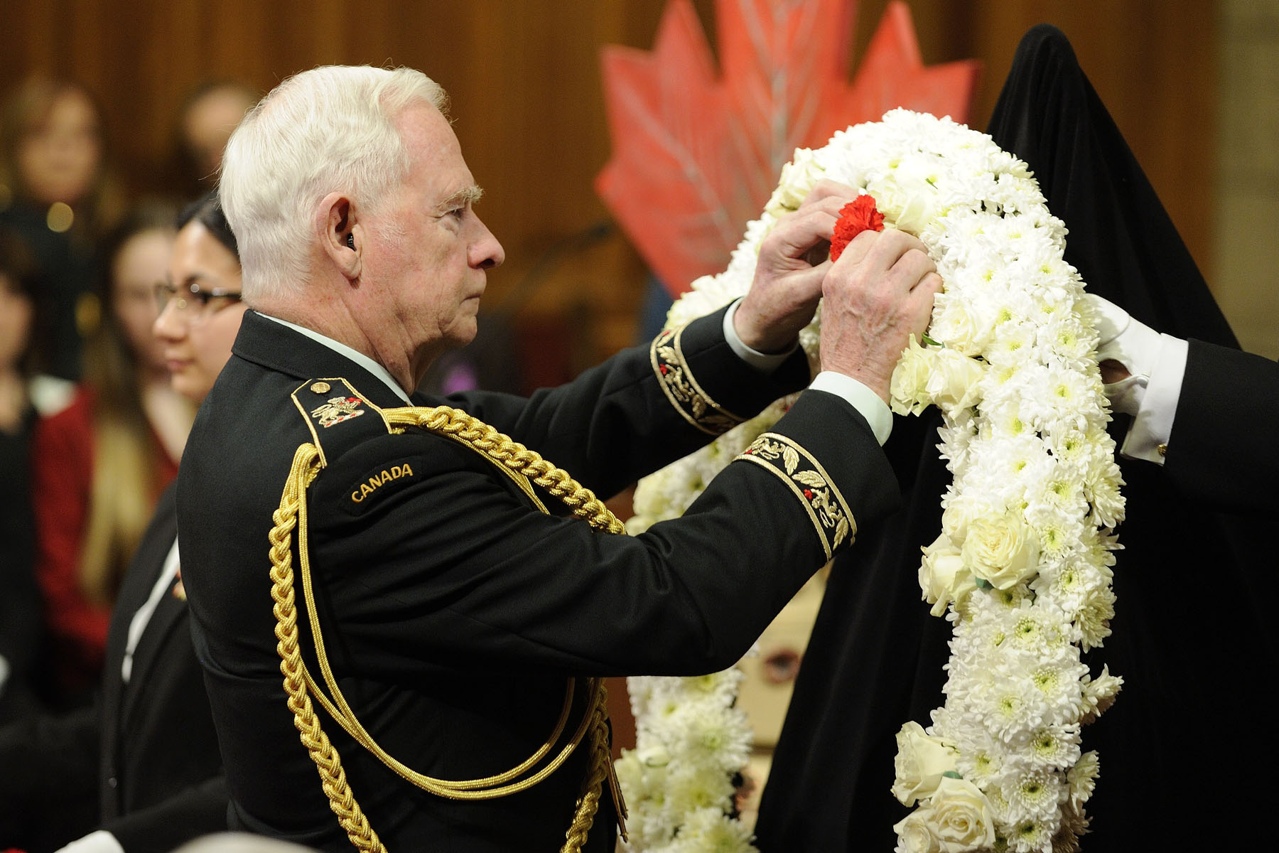 The Governor General and Commander-in-Chief of Canada added a red flower to a wreath, representing one of the twelve years of the mission in Afghanistan.