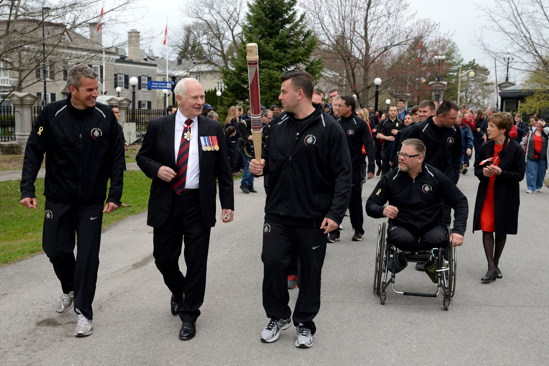 This very special day started with the Soldier On Afghanistan Relay. Their Excellencies accompanied the SOAR participants as they ran, walked and wheeled through the grounds of Rideau Hall.