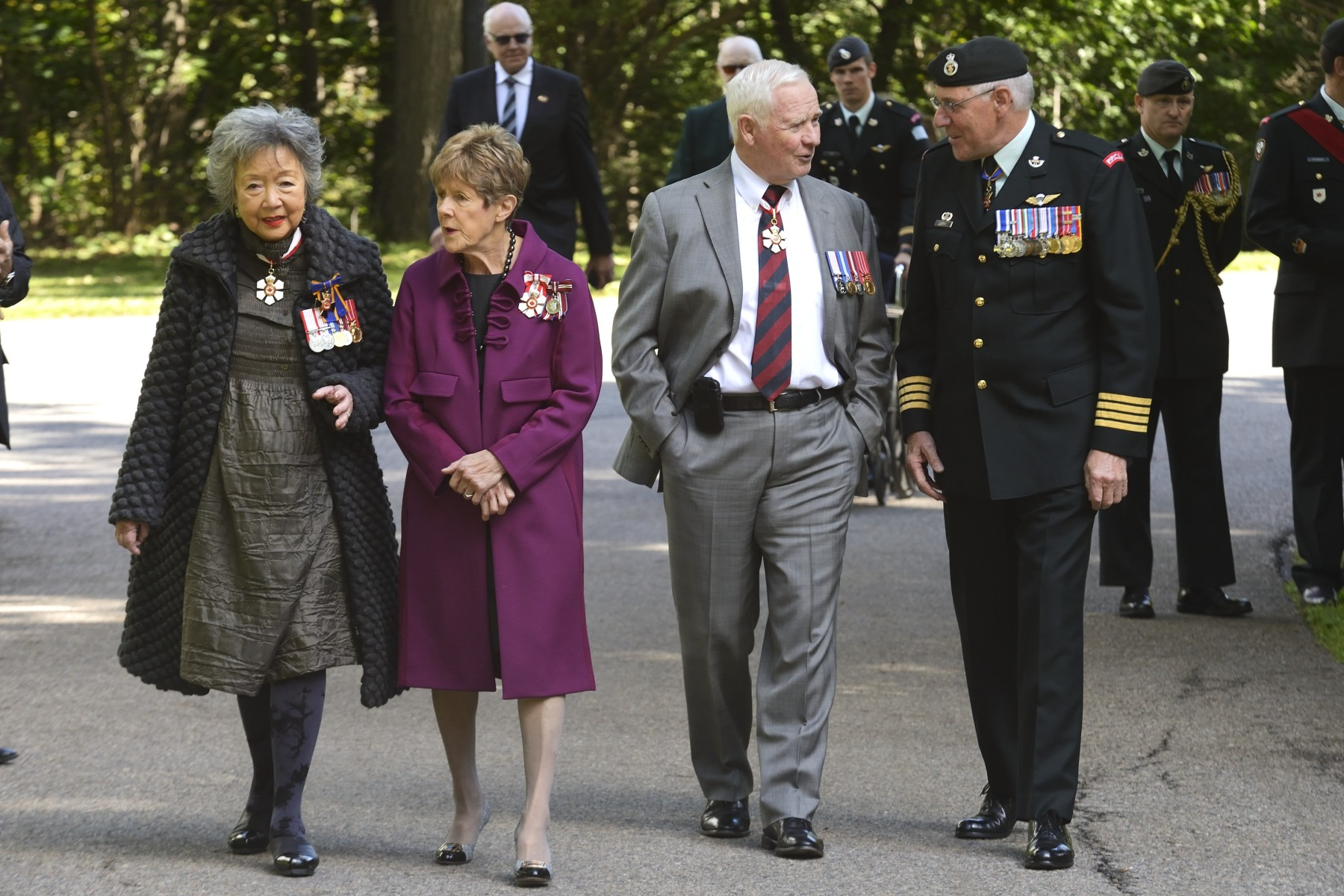 Mrs. Clarkson, joined by the Governor General, his spouse, and Lieutenant-General Crabbe, then proceeded to the grounds of Rideau Hall to plant a commemorative maple tree in honour of the regiment's 100 years of service.