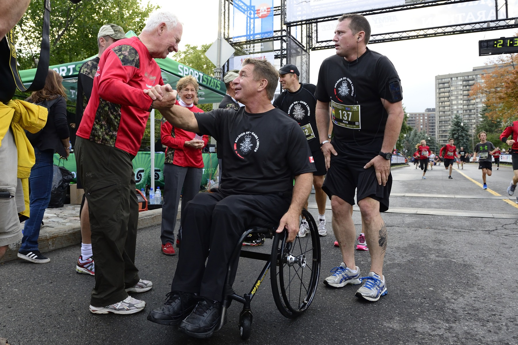 During the event, His Excellency met with Honorary Colonel Rick Hansen, who participated in the 5-kilometre race with members of Solider On.