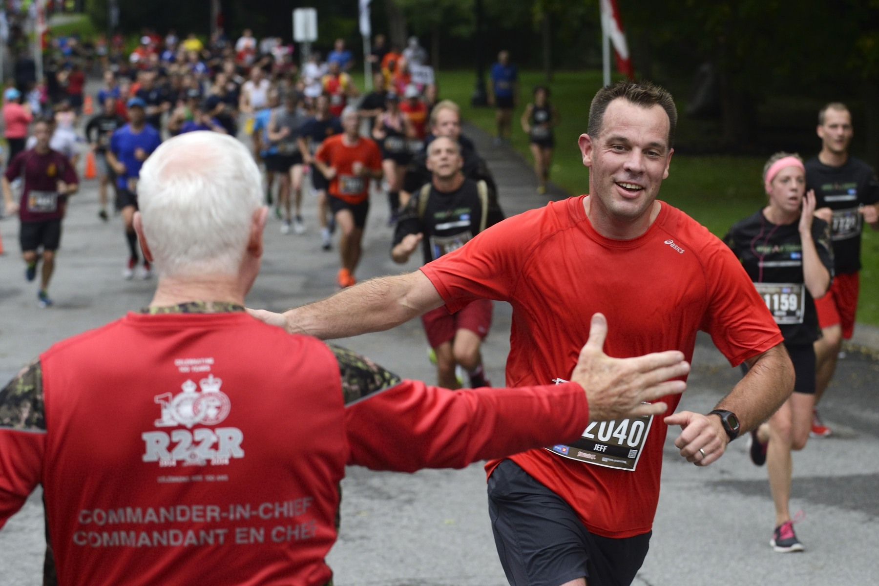 The Governor General then headed back to Rideau Hall where he greeted and cheered half-marathon participants.