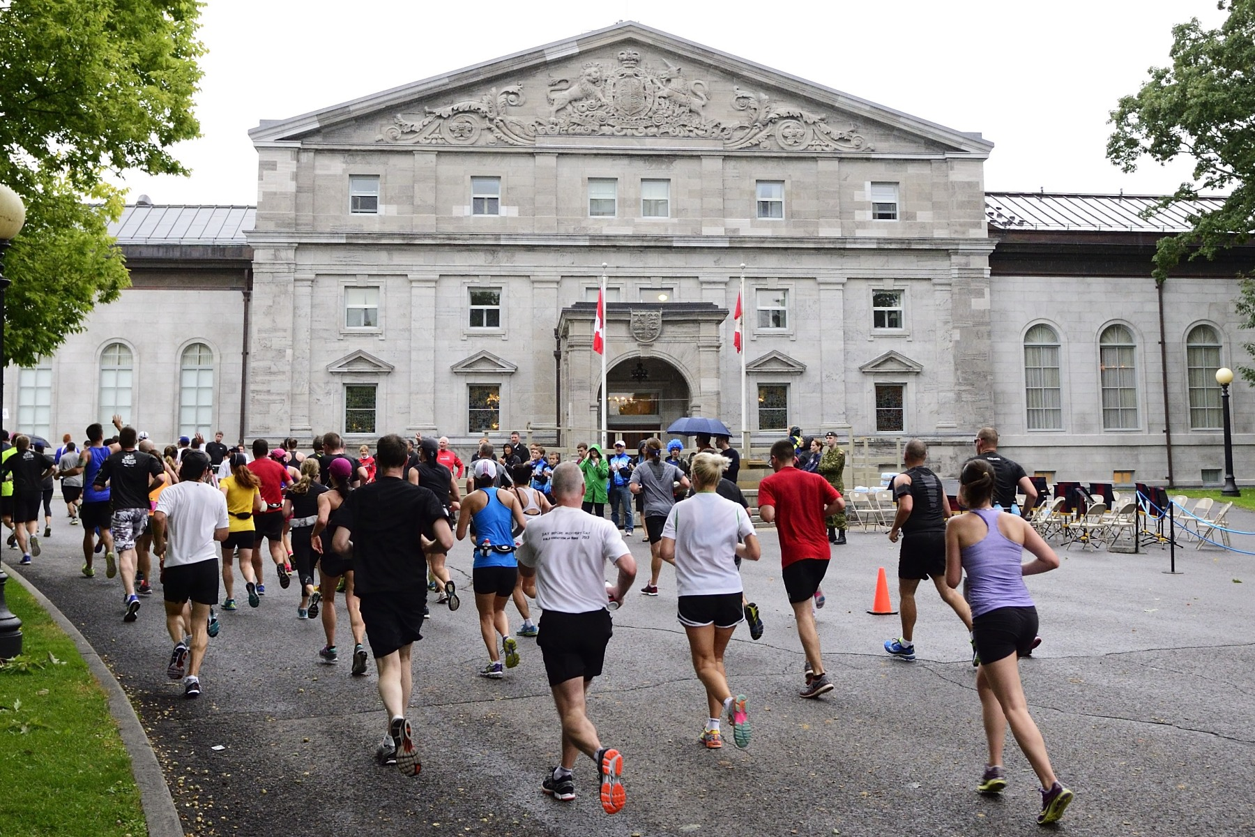 For the first time this year, Rideau Hall, the official residence and workplace of the Governor General, was part of the half-marathon course and hosted a cheering area for members of the public.