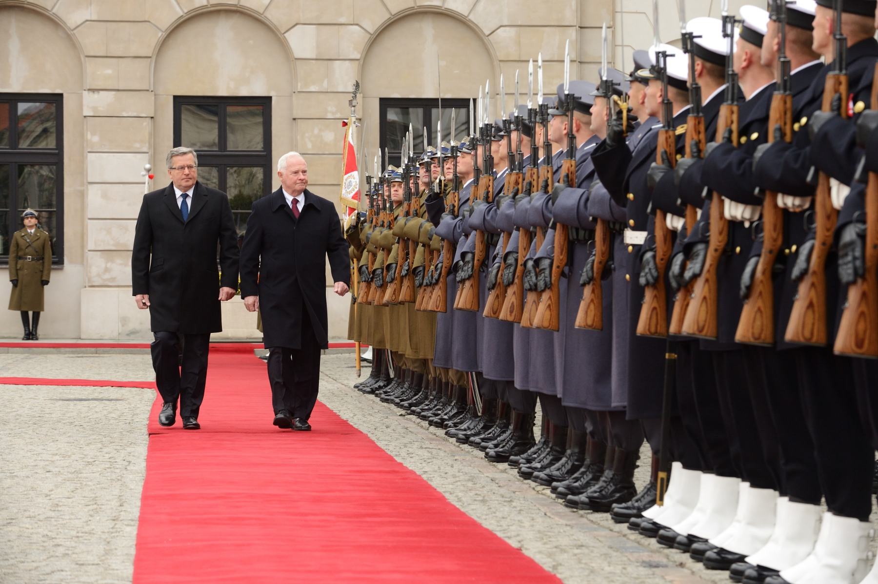During the ceremony, the Governor General reviewed a military guard of honour.