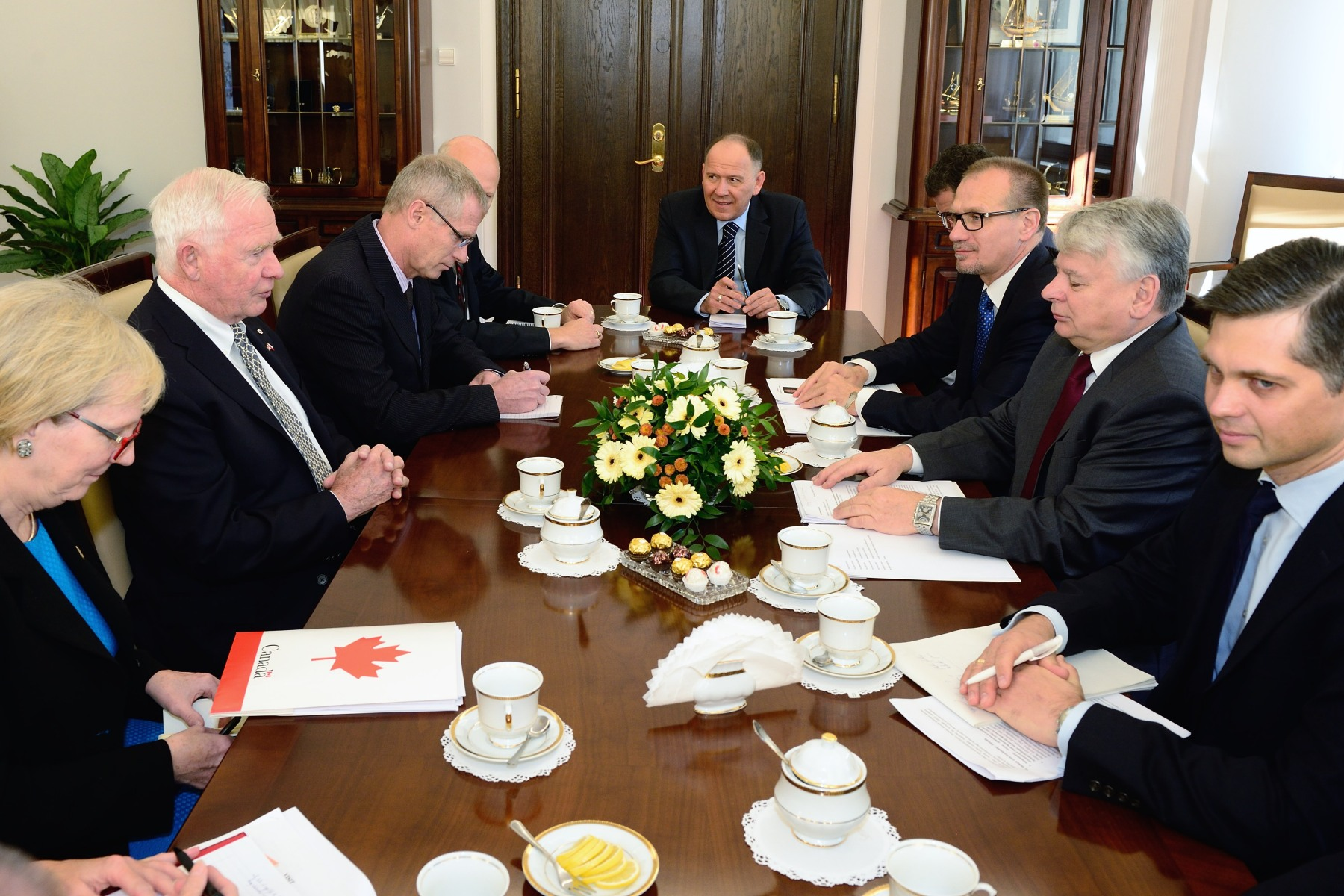 His Excellency the Right Honourable David Johnston, Governor General of Canada, and Canadian delegates met with Bogdan Borusewicz, Marshal of the Senate, to discuss bilateral Canada-Poland relations and people-to-people ties on October 24, 2014.