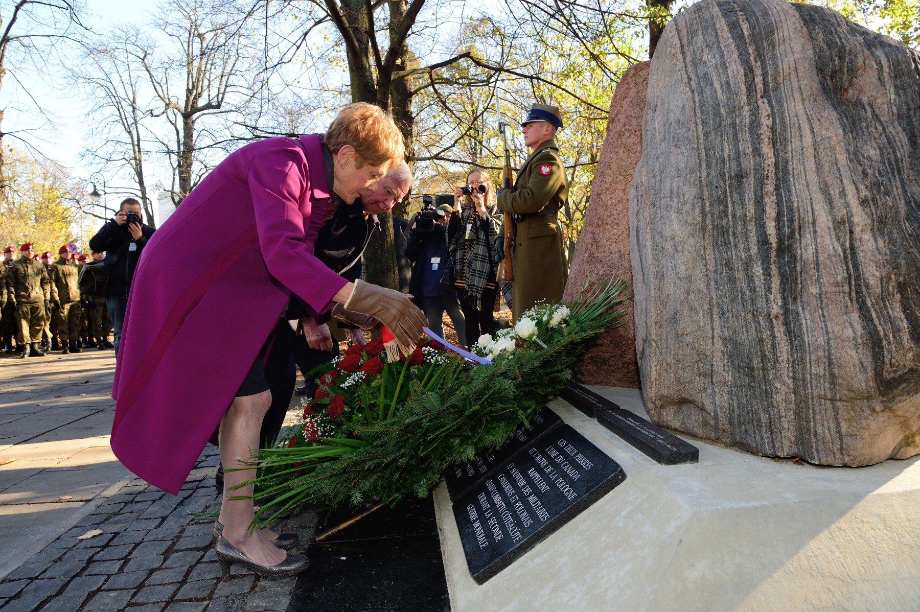 Their Excellencies laid a wreath at the Two Rocks Memorial to honour Canadian and Polish soldiers who fought side by side during World War II.
