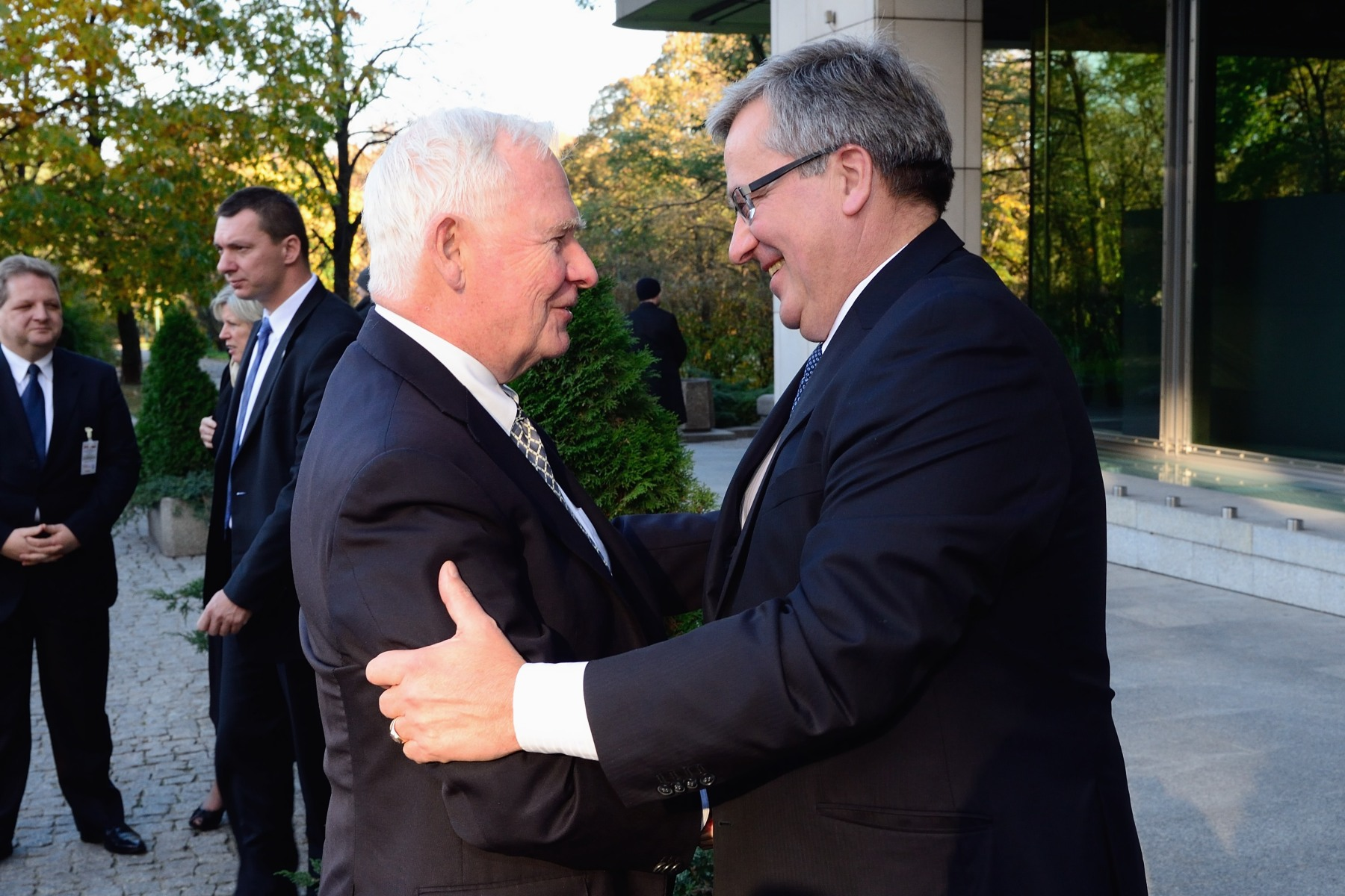 Upon his arrival at the Canada-Poland Panel Discussion at the Warsaw Stock Exchange, His Excellency was greeted by Bronislaw Komorowski, President of Poland.