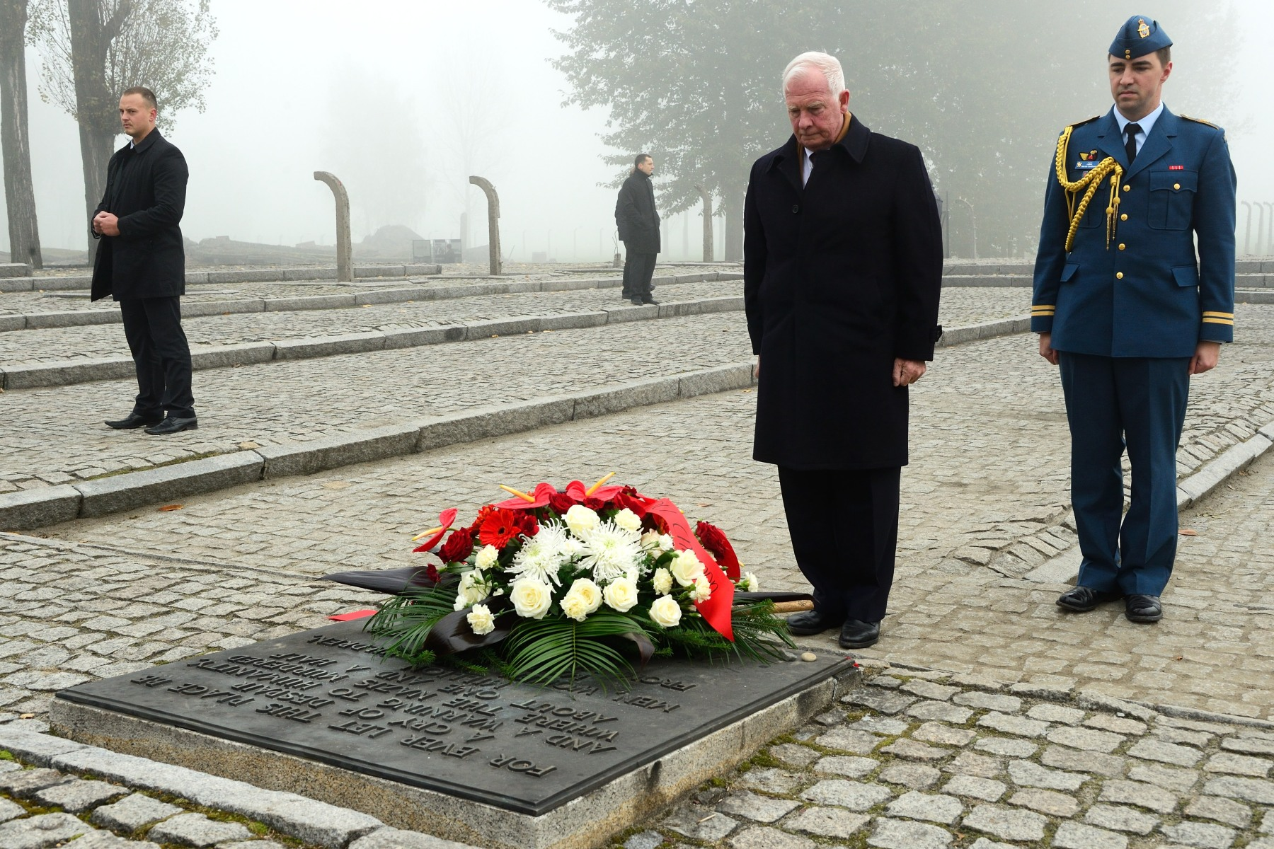 Their Excellencies also laid wreaths at the Auschwitz-Birkenau Memorial plaques.
